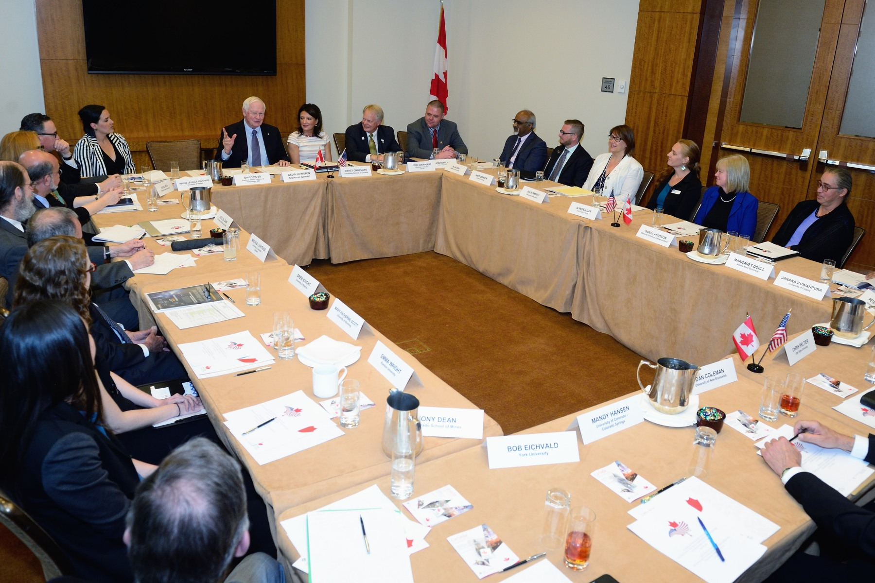 In the afternoon, His Excellency moderated an academic round-table discussion on the opportunities in higher education, the best practices and examples of international education student exchange programs, curriculum exchanges, the Canadian and U.S. studies program, and the joint research and joint technology transfer.