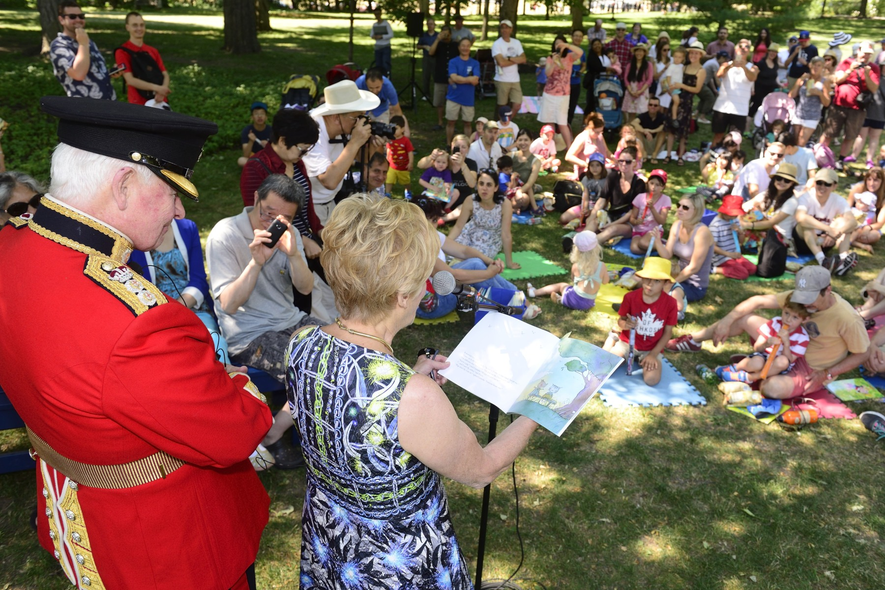 Following the inspection, the Governor General and Her Excellency Sharon Johnston, along with a special guest from the Ceremonial Guard and volunteers from Frontier College, launched Storytime at Rideau Hall.