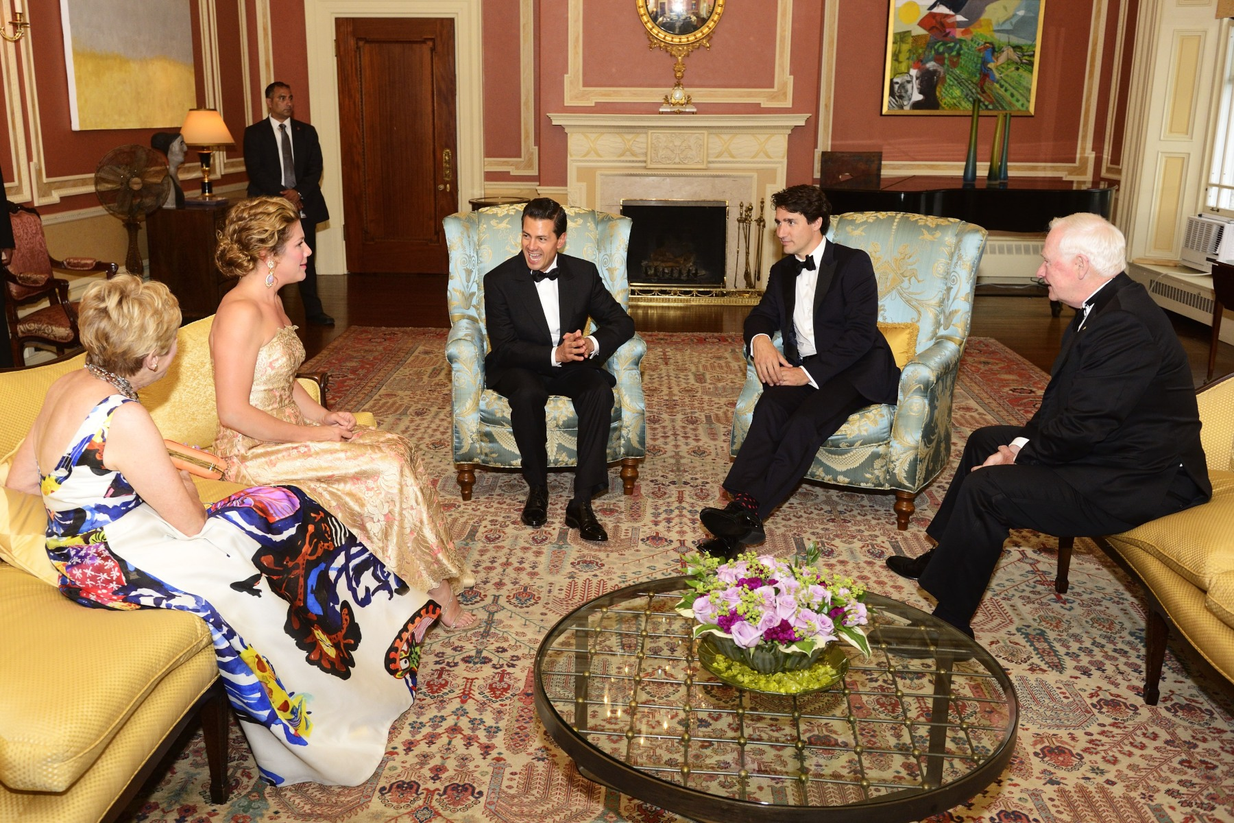 Before the State dinner hosted at Rideau Hall, President Peña Nieto met with Their Excellencies, Prime Minister Justin Trudeau and Mrs. Sophie Grégoire Trudeau.