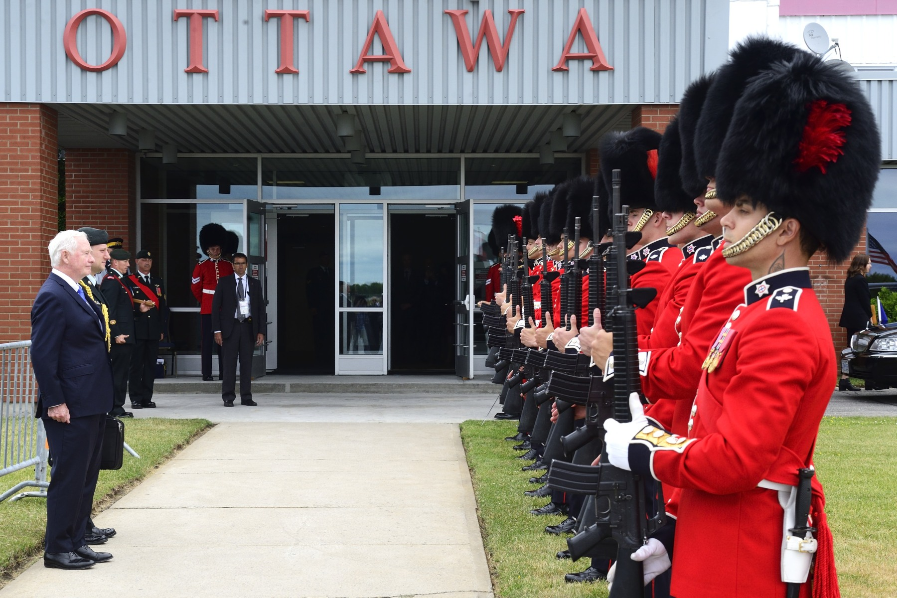 Near the tarmac at Ottawa International Airport, the Governor General, as commander-in-chief of Canada, received a royal salute from a guard of honour before the arrival of President Obama.