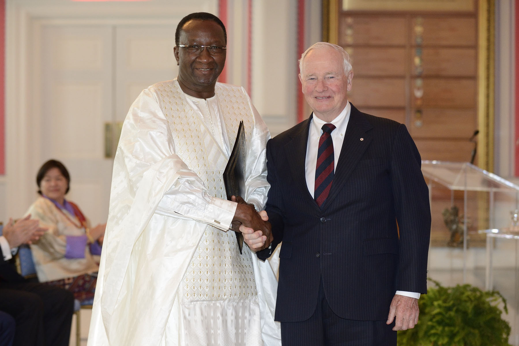 His Excellency Ousmane Paye, Ambassador of the Republic of Senegal, also presented his letters of credence.