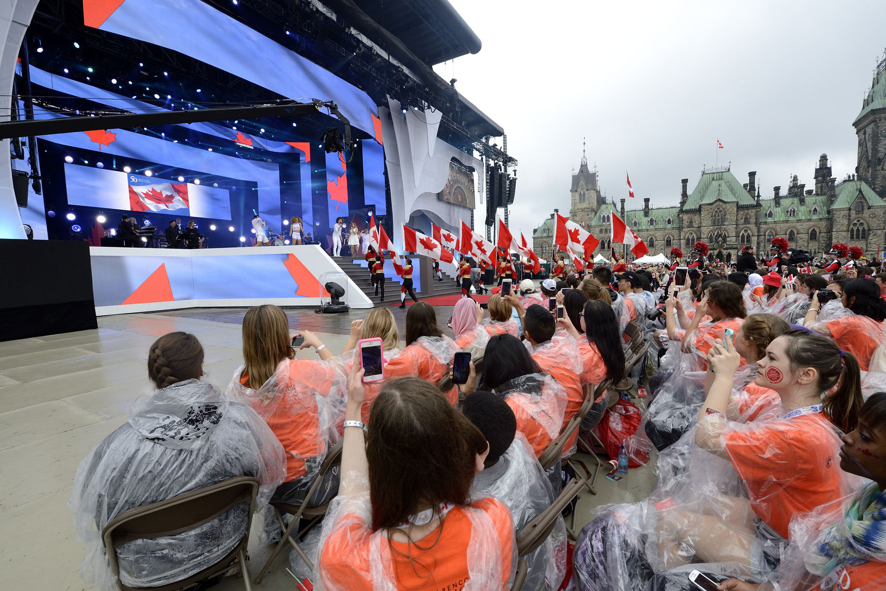 The opening number highlighted the 50th anniversary of the National Flag of Canada.