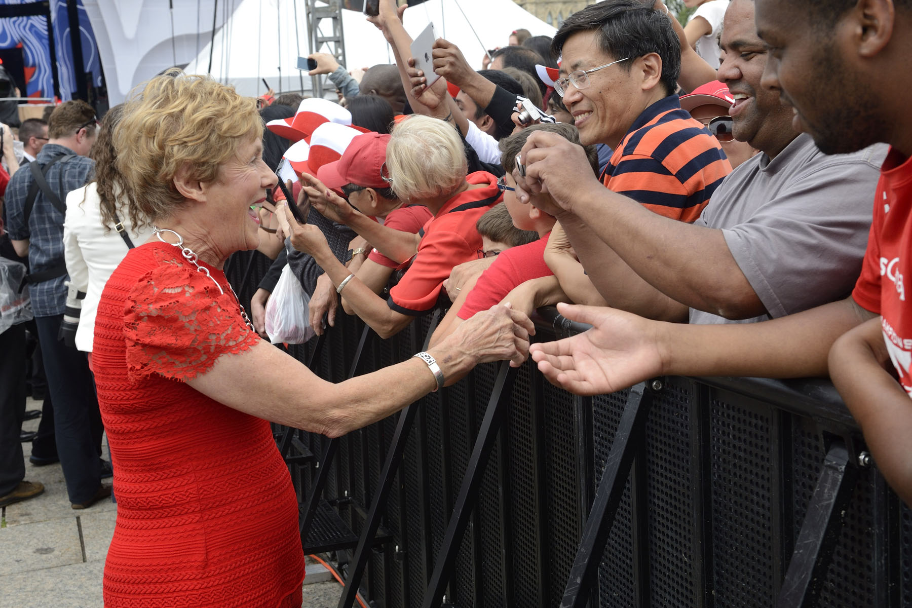 Her Excellency shook hands with people from the crowd gathered on Parliament Hill.