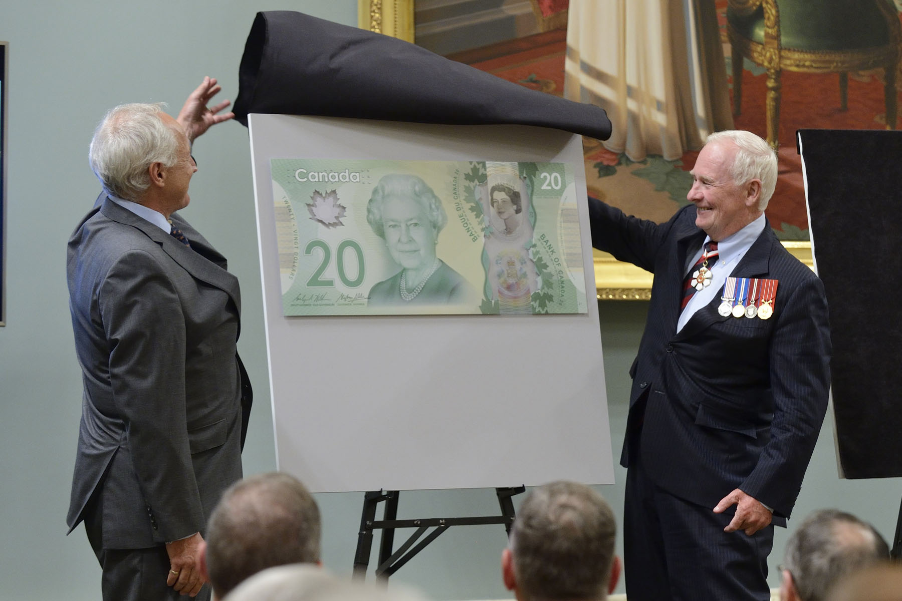 Three commemorative pieces were unveiled on this special occasion. The Governor General and Mr. Richard Wall, Chief of Currency of the Bank of Canada, unveiled  a new $20 polymer bank note.