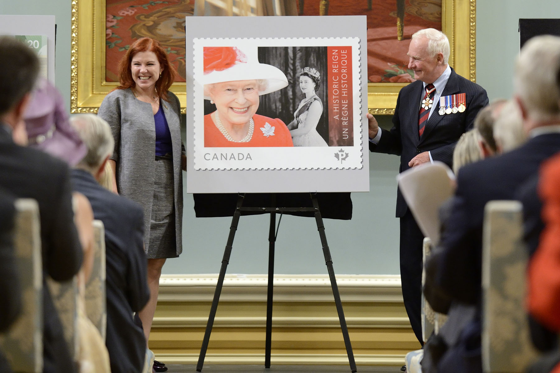 His Excellency then helped Mrs. Siân Matthews, Chairperson of the Board of Directors and Chairperson of the Strategic Initiatives Oversight of Canada Post, unveil a commemorative stamp.