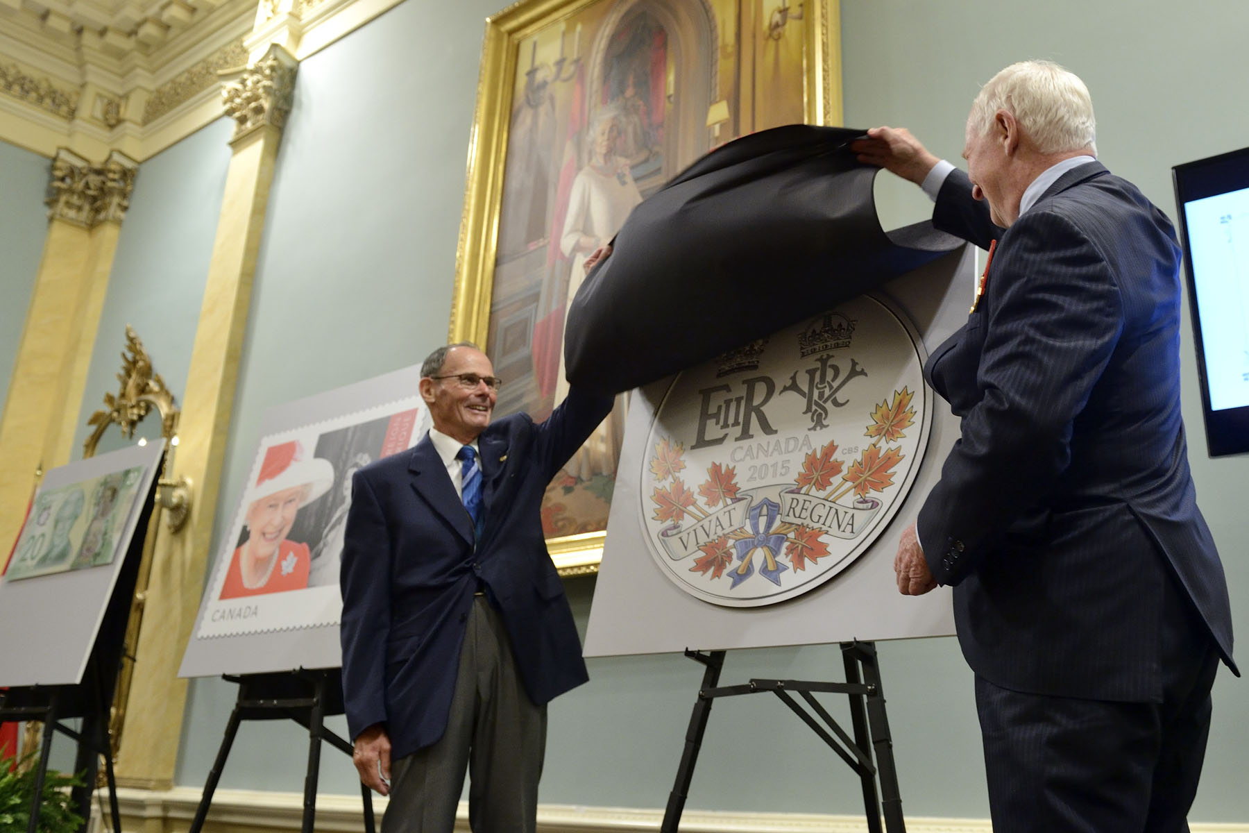 Finally, the Governor General and Mr. Claude Bennett, Member of the Board of Directors of the Royal Canadian Mint, unveiled a new coin commemorating this historic reign.