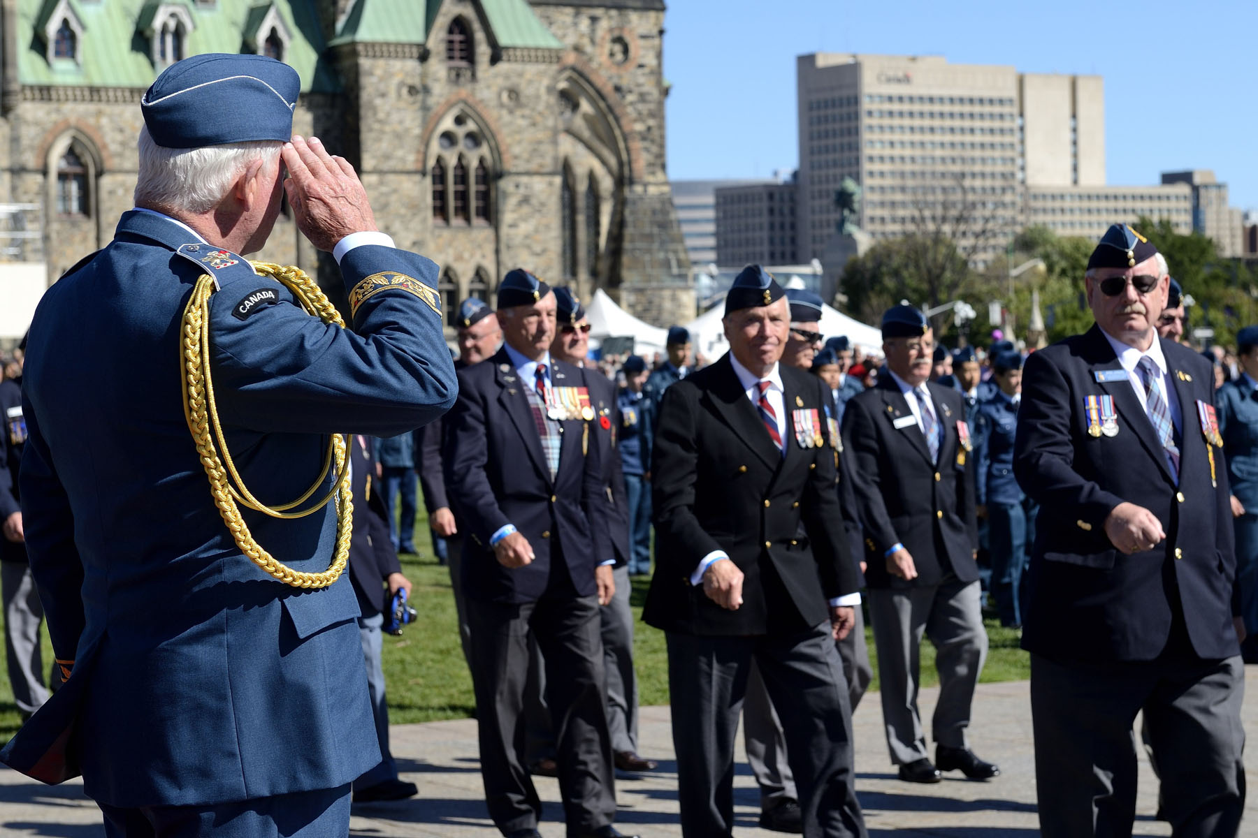 The Governor General saluted the veterans during the march past.