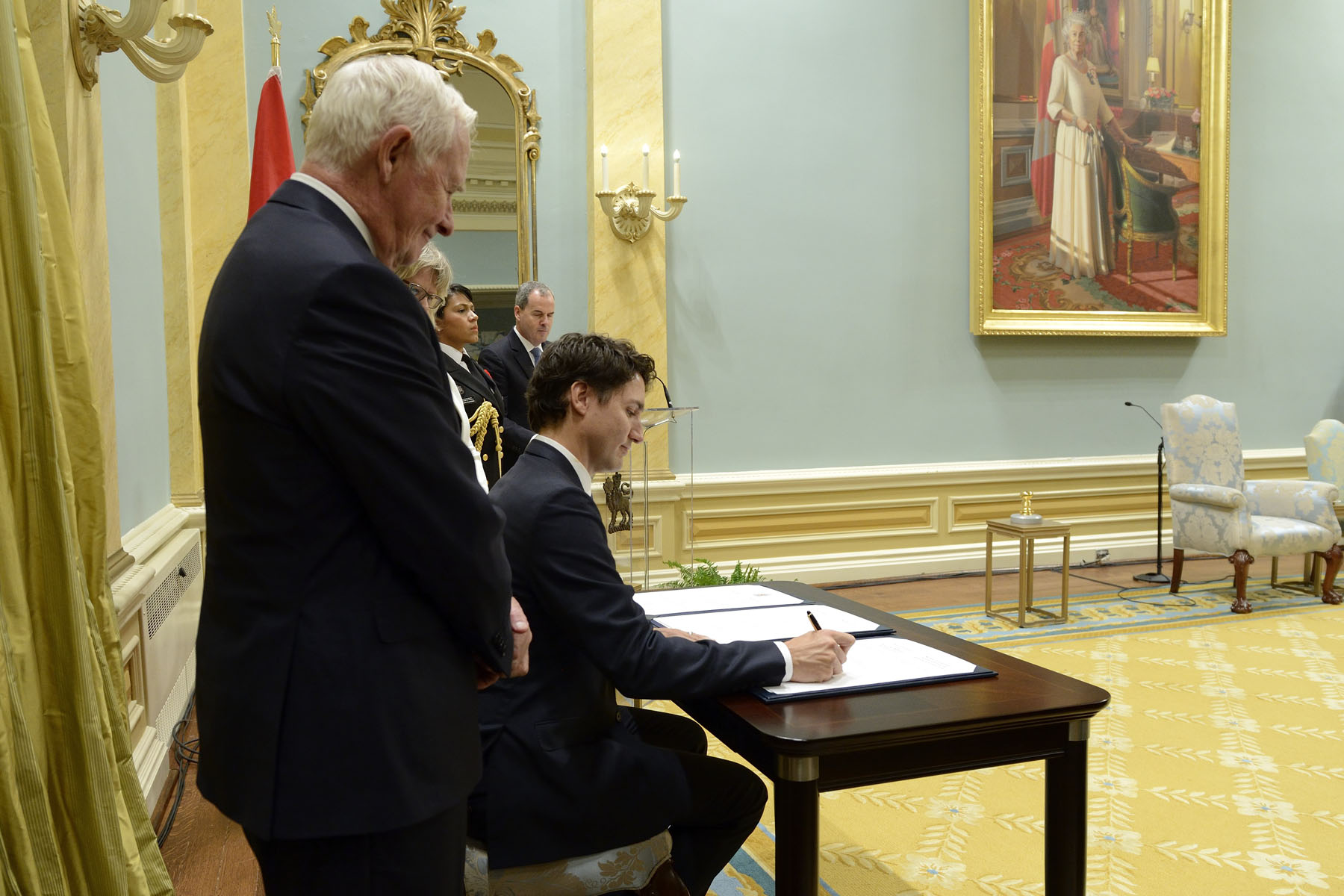 The Prime Minister signed the oath books, followed by the Governor General and the Clerk of the Privy Council and Secretary to the Cabinet.