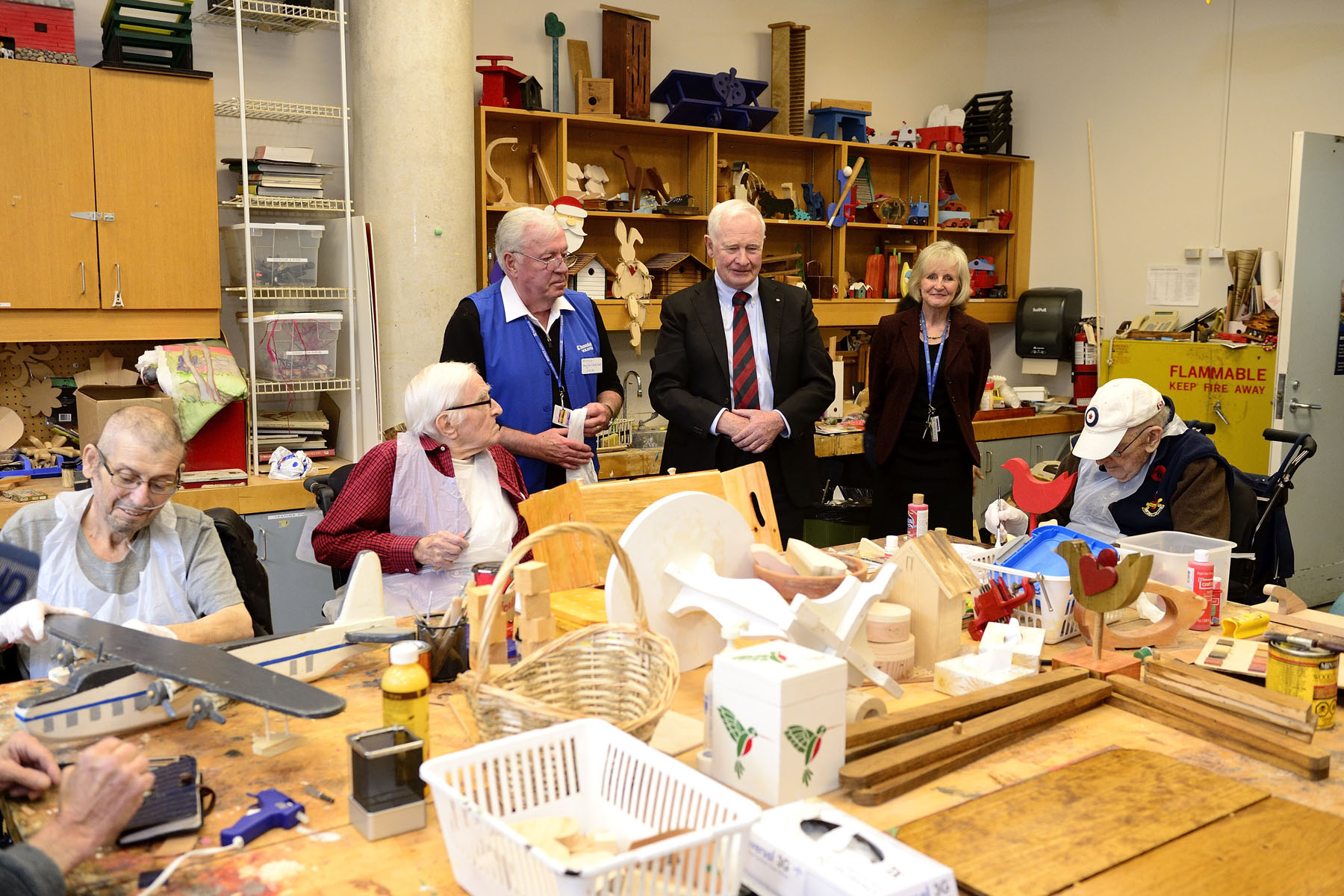 While in Toronto, the Governor General, as commander-in-chief of Canada, toured the Sunnybrook Veterans Centre, including the woodworking studio.