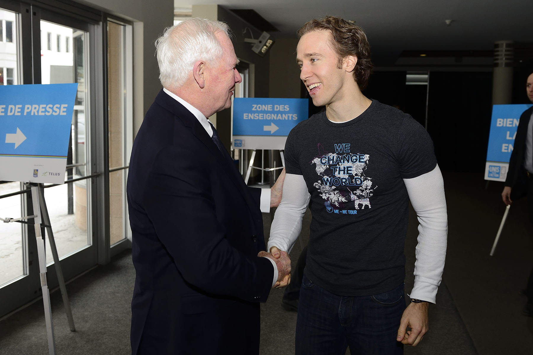 The Governor General participated in the WE Day event at the Théâtre St-Denis, in Montréal. Craig Kielburger, co-founder of Free the Children and ME to WE, greeted His Excellency upon his arrival.