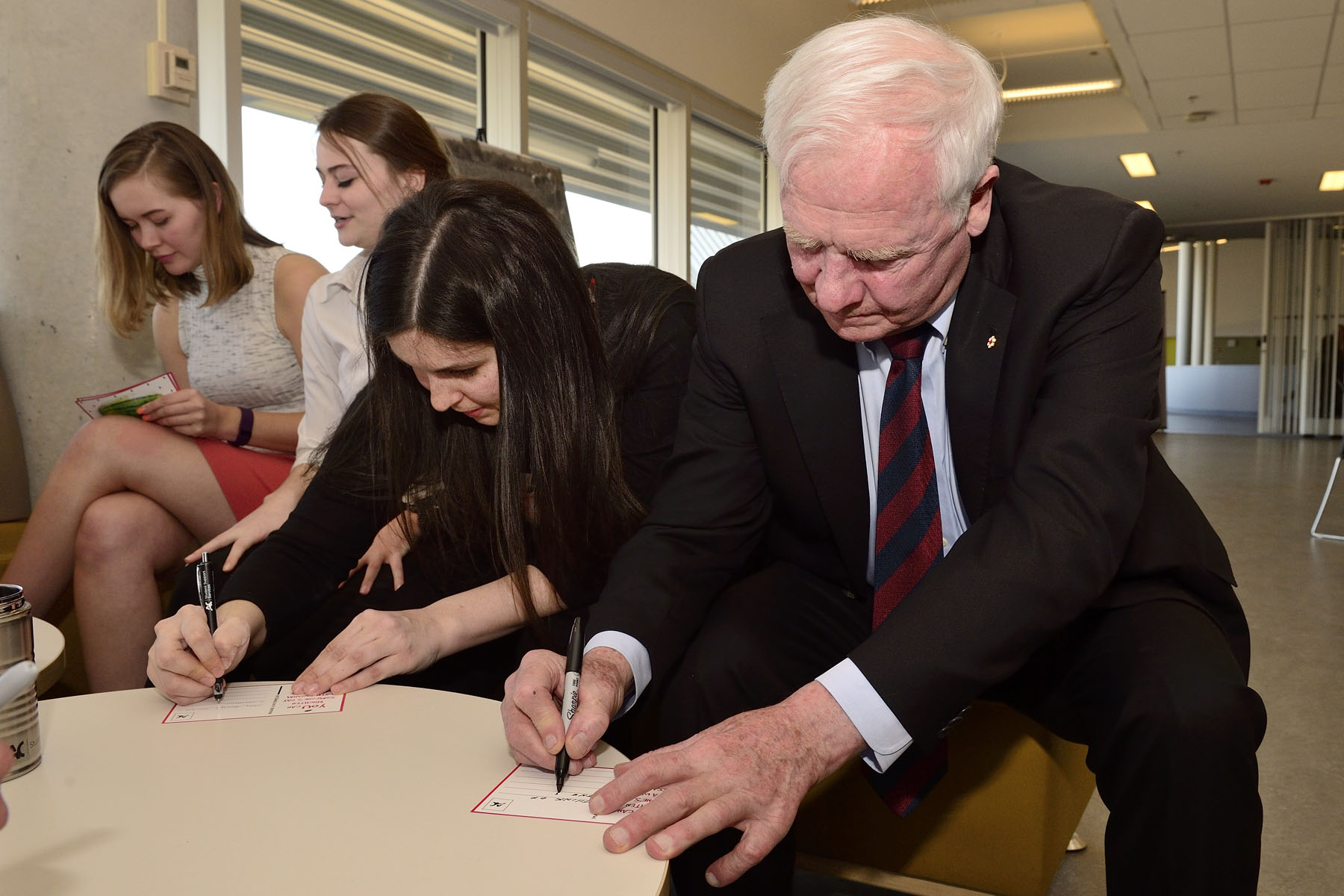 The Governor General participated in a community project, whereby patients at the Children's Hospital of Eastern Ontario (CHEO) receive hand-written messages from volunteers.