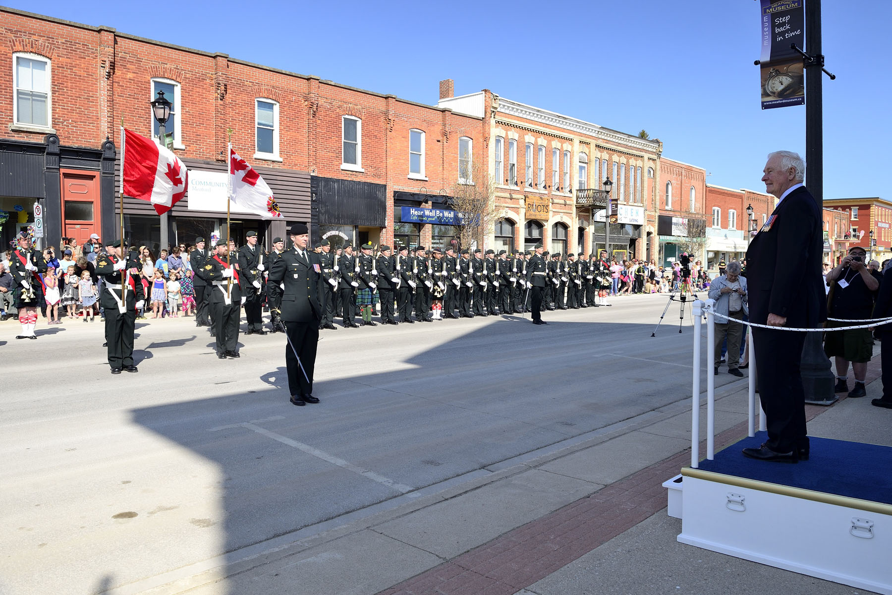 In Meaford, His Excellency was greeted by a guard of honour from the 4th Canadian Division Training Centre.