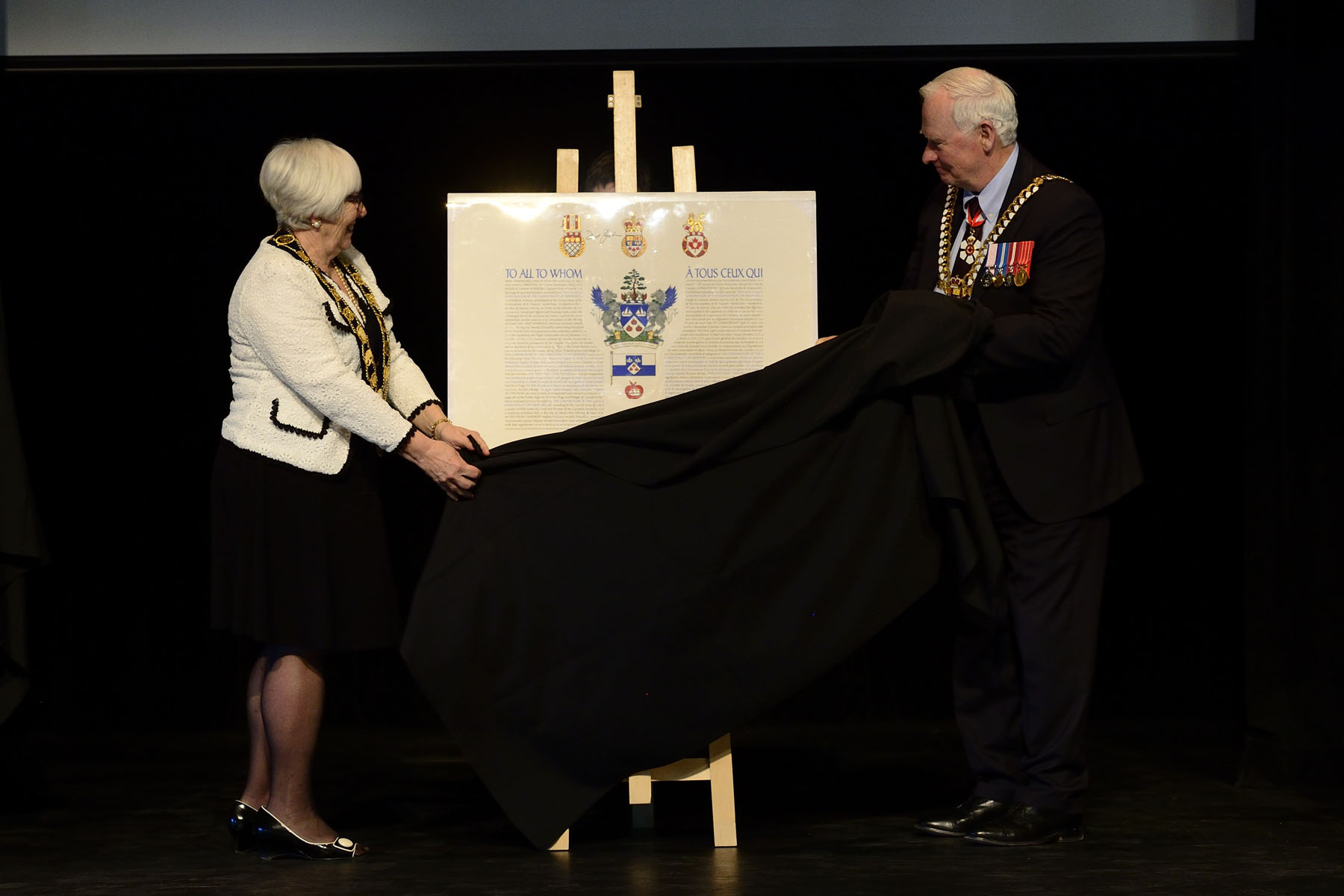 In Meaford, His Excellency participated in the unveiling ceremony of the municipality's new coat of arms and insignia.