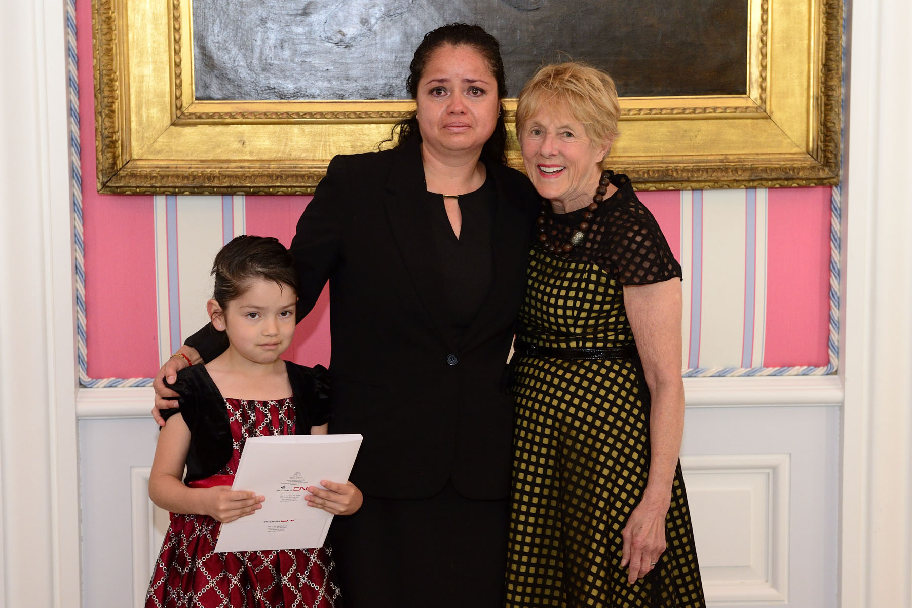 Each year, an award is also given to a HIPPY mothers who embody the courage and determination of HIPPY families and serve as models for the unique role mothers play in leading social change. Ms. Erika Infante Pizarro was accompanied by her daughter when she accepted her award.
