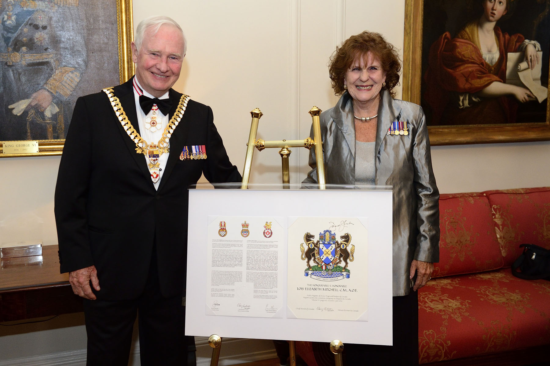 It was also the occasion for the Governor General to present Her Honour the Honourable Lois E. Mitchell, Lieutenant Governor of Alberta, with her new coat of arms.