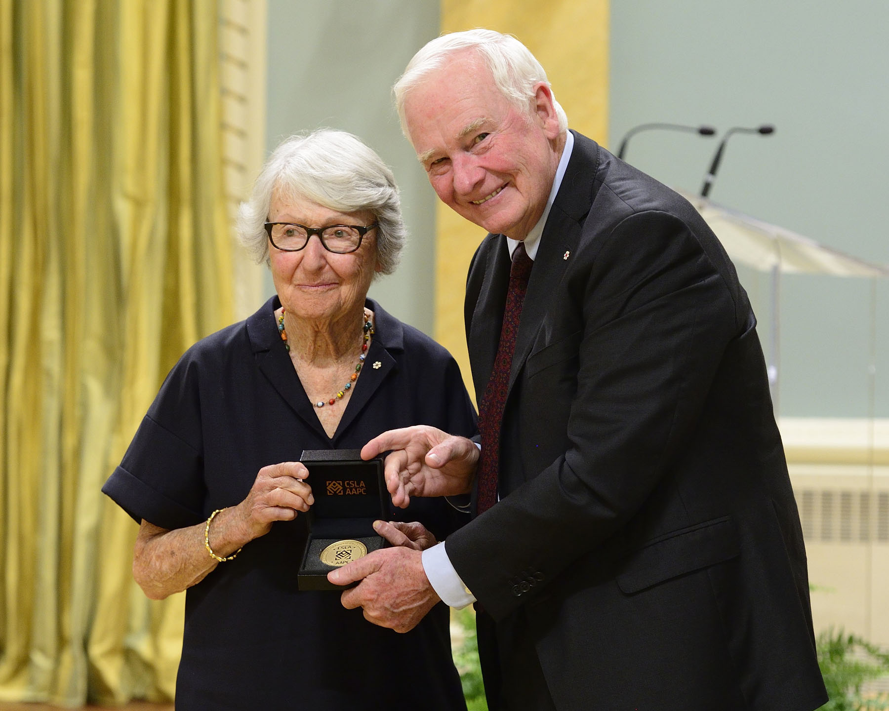 His Excellency presented the 2016 Governor General's Medal in Landscape Architecture to Cornelia Hahn Oberlander, O.C., MBCSLA, FCSLA, FASLA, Vancouver (B.C.).
