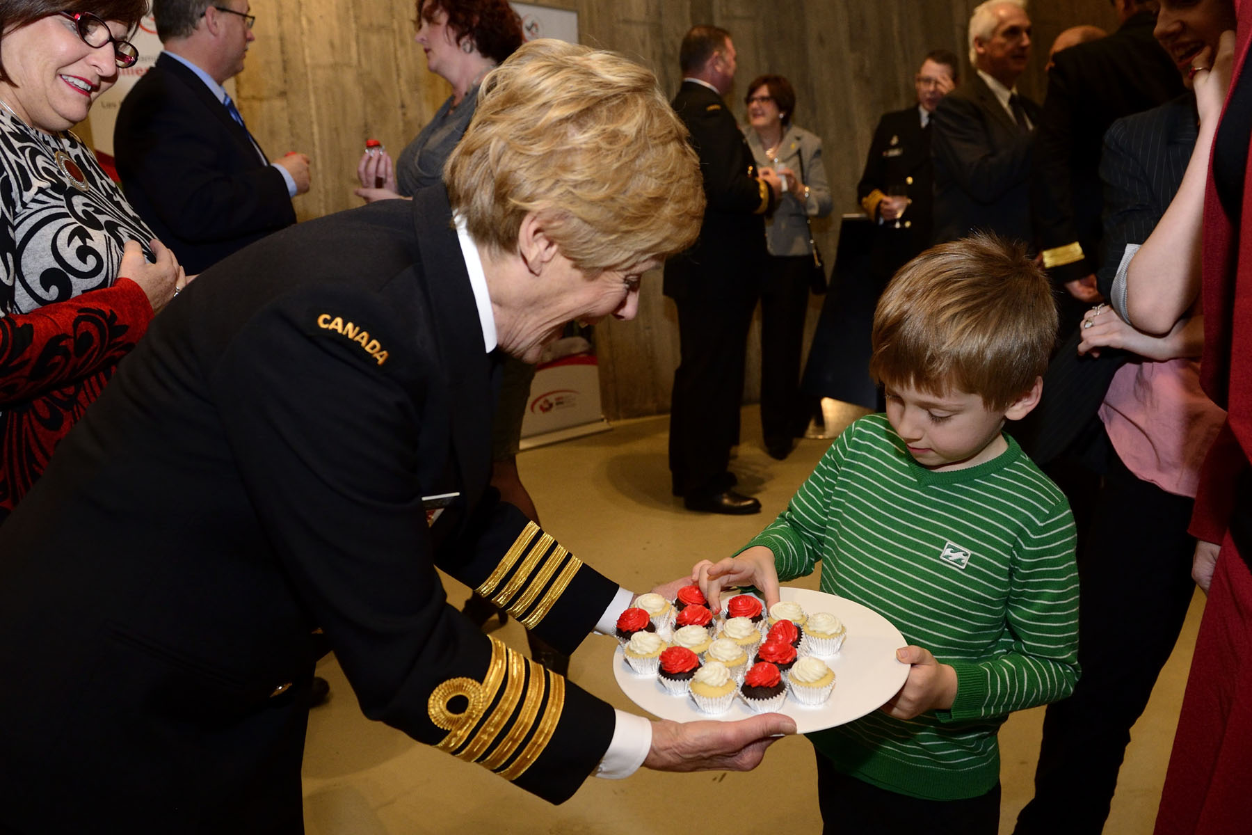 As patron of the Program, Mrs. Johnston took the time to interact with children of all ages. The Military Family Services Program is delivered locally by Canadian/Military Family Resource Centres (MFRCs) in 44 Canadian Forces communities in Canada, the United States and Europe. Everywhere military families are posted, MFRCs deliver unique local services, as well as a range of core programs.