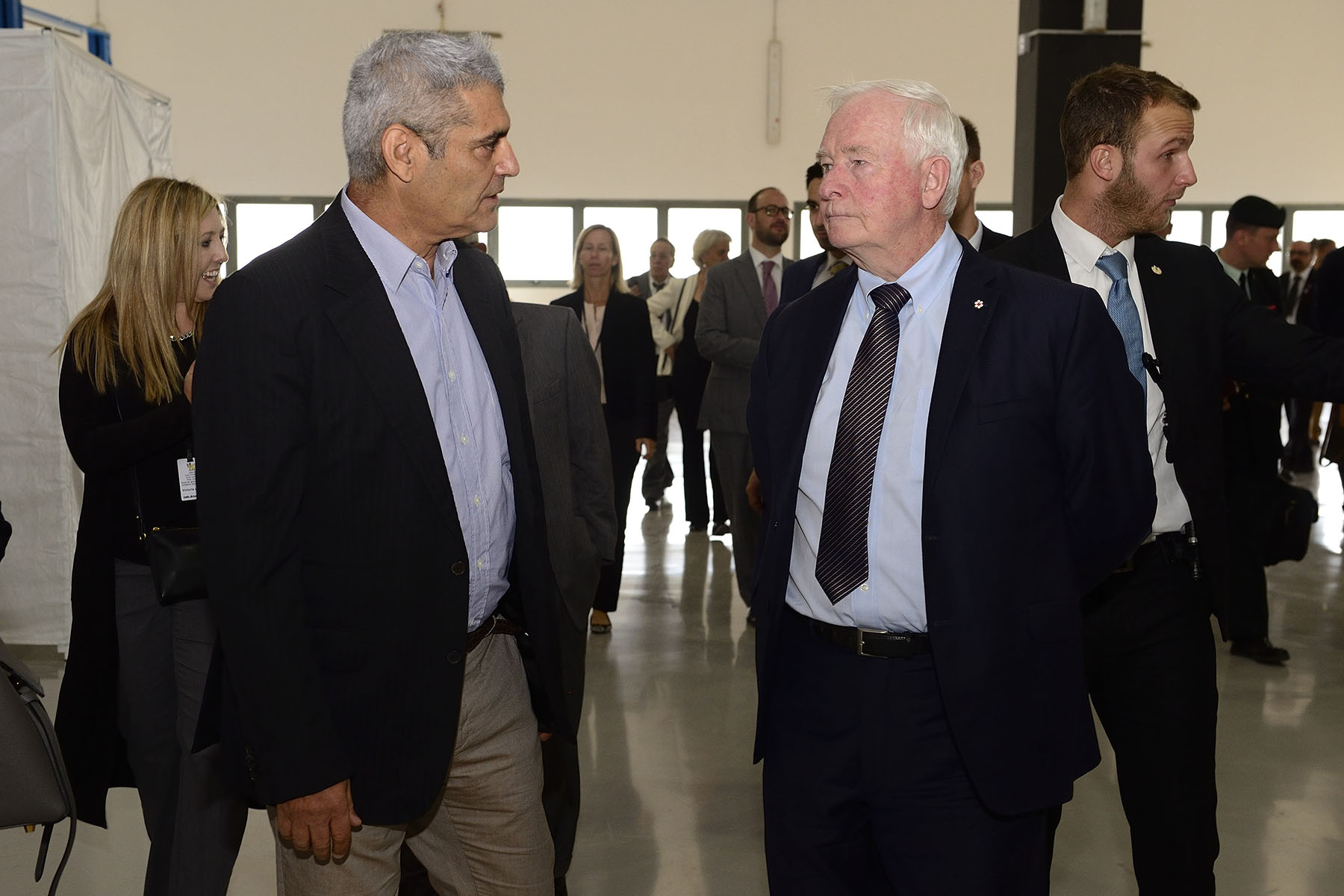On November 3, 2016, the Governor General and members of the Canadian delegation visited Phinergy to learn more about the company's aluminium-air batteries, and its successful collaboration with the Canadian and international subsidiaries of Alcoa. His Excellency had the opportunity to exchange with Mr. Aviv Tzidon, CEO of Phinergy.