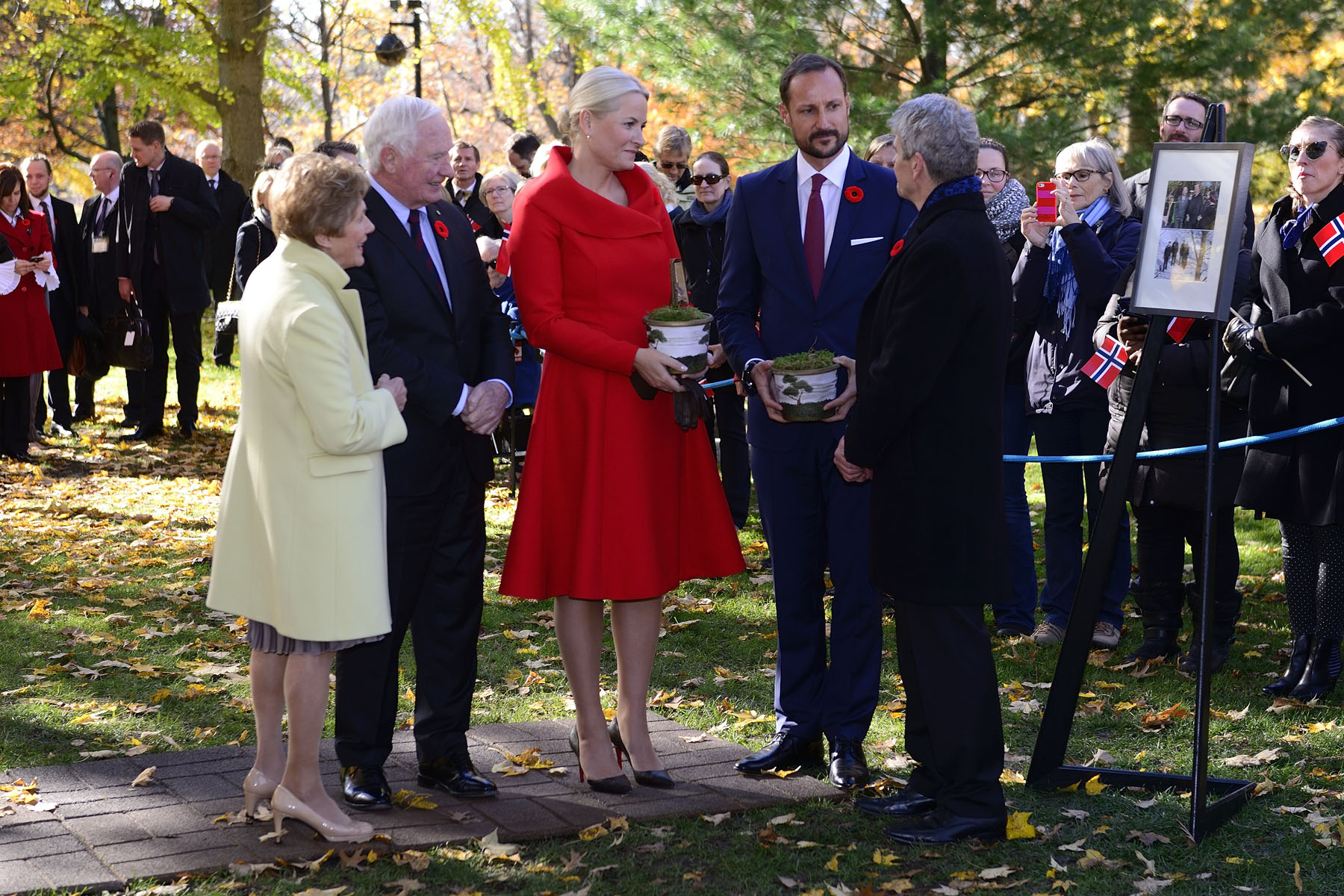 The tradition of ceremonially planting a tree to mark visits by heads of State began over a century ago. Since that time, planting ceremonial trees has become a Canadian tradition during State visits, symbolizing the living friendship and co-operation of nations.