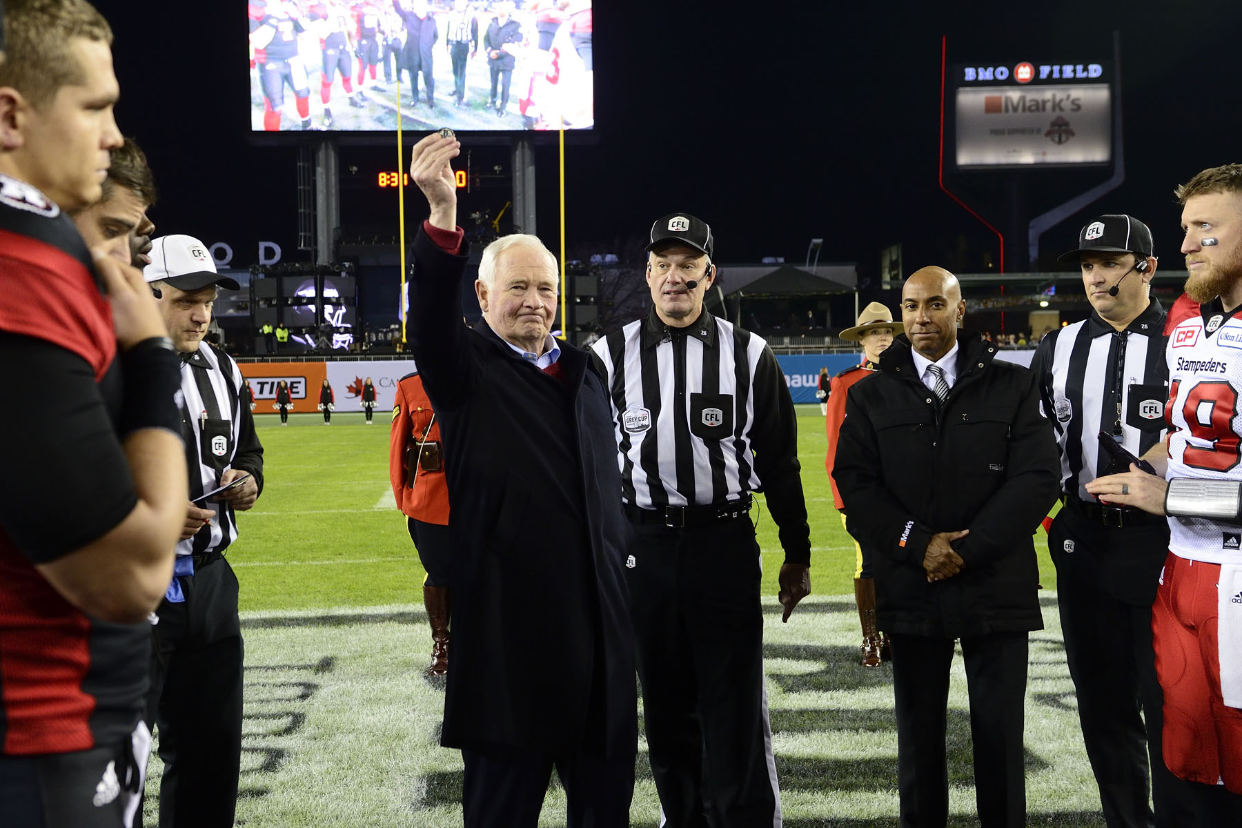 The Governor General conducted the coin toss to officially kick off the championship game between the Ottawa REDBLACKS and the Calgary Stampeders.