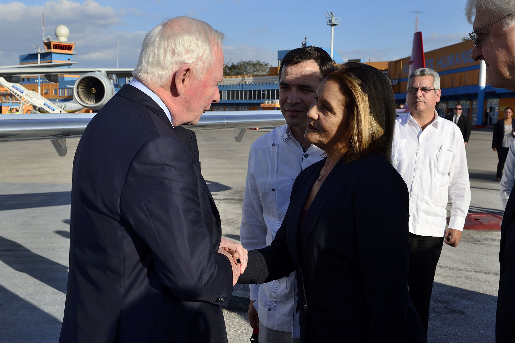 Upon his arrival in Havana, His Excellency was greeted by Elba Rosa Perez Montoya, Minister of Science, Technology and Environment.