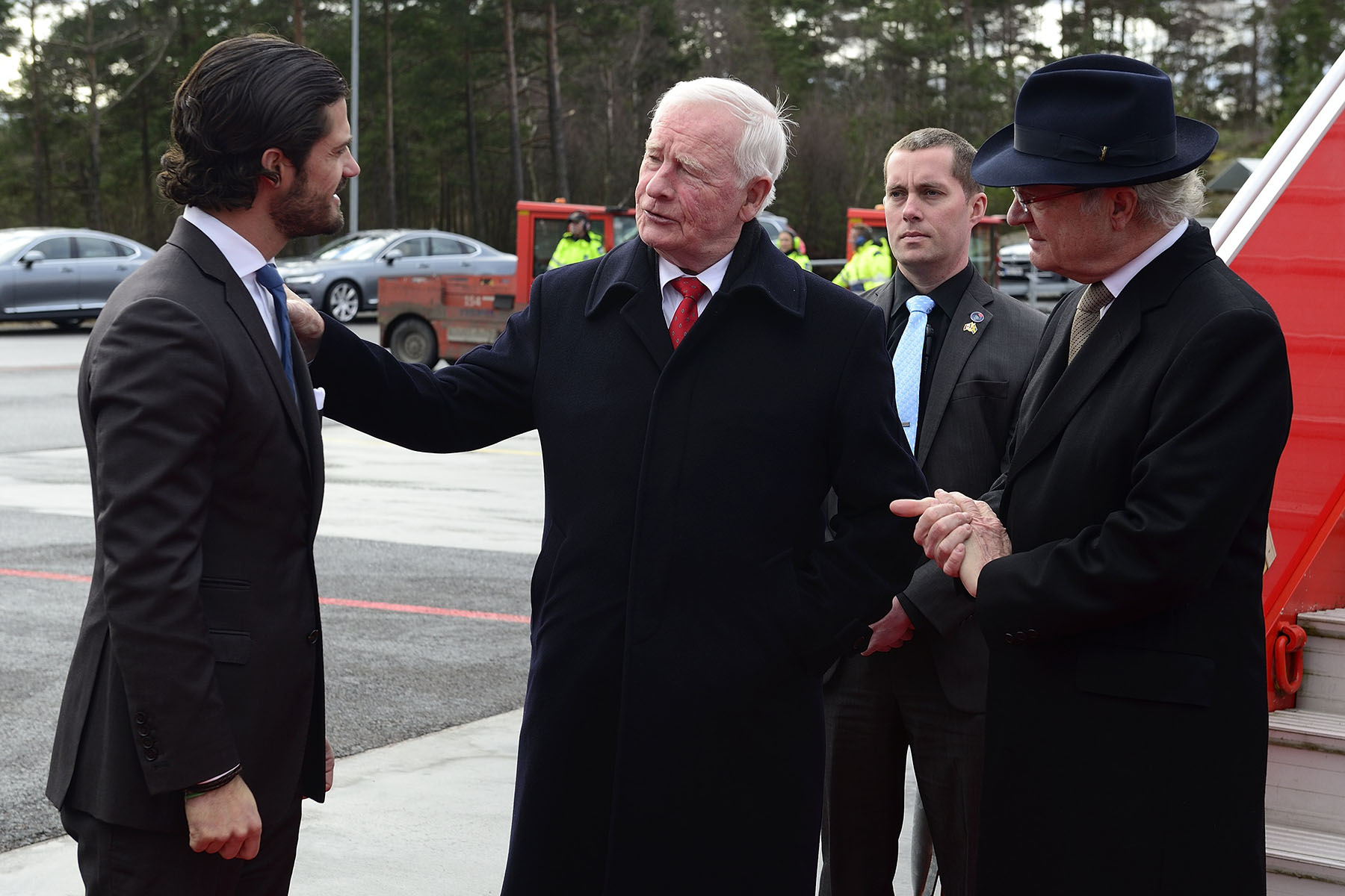 Upon arrival in Gothenburg, they were met by His Majesty Carl XVI Gustaf and His Royal Highness Prince Carl Philip.
