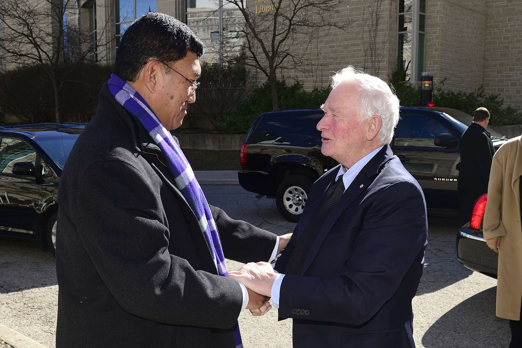 Son Excellence le très honorable David Johnston a commencé sa première journée à London en visitant le Robarts Research Institute de l'Université Western. M. Amit Chakma, recteur et vice-chancellier de l'Université Western Ontario, a acceuilli son Excellence.