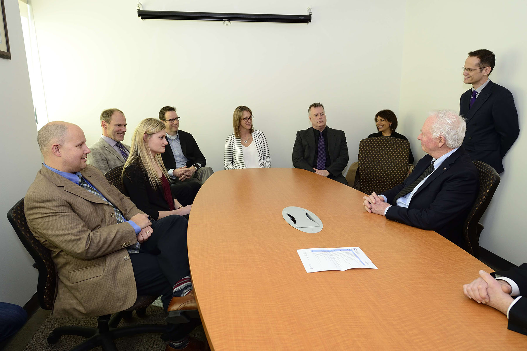 During his visit, the Governor General met scientists and graduate students who are investigating the short- and long-term consequences of concussions, as well as developing new ways of preventing and treating brain injuries.