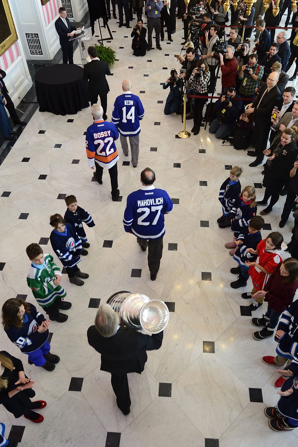 On the occasion of the 125th anniversary of the Stanley Cup, His Excellency the Right Honourable David Johnston, Governor General of Canada, welcomed the Stanley Cup to Rideau Hall on March 16, 2017.