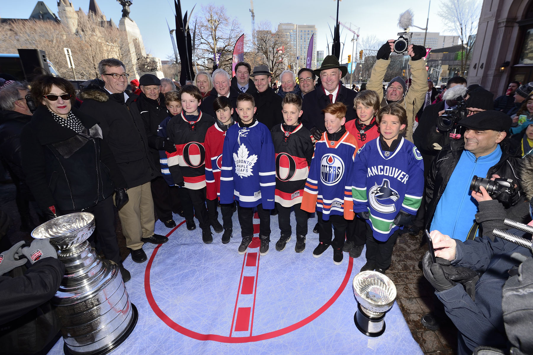 The monument will be donated to the City of Ottawa and unveiled in December 2017 as part of the 150th anniversary of Confederation, the 125th anniversary of the Stanley Cup, the 100th anniversary of the National Hockey League, and the 25th anniversary of the Ottawa Senators Hockey Club.