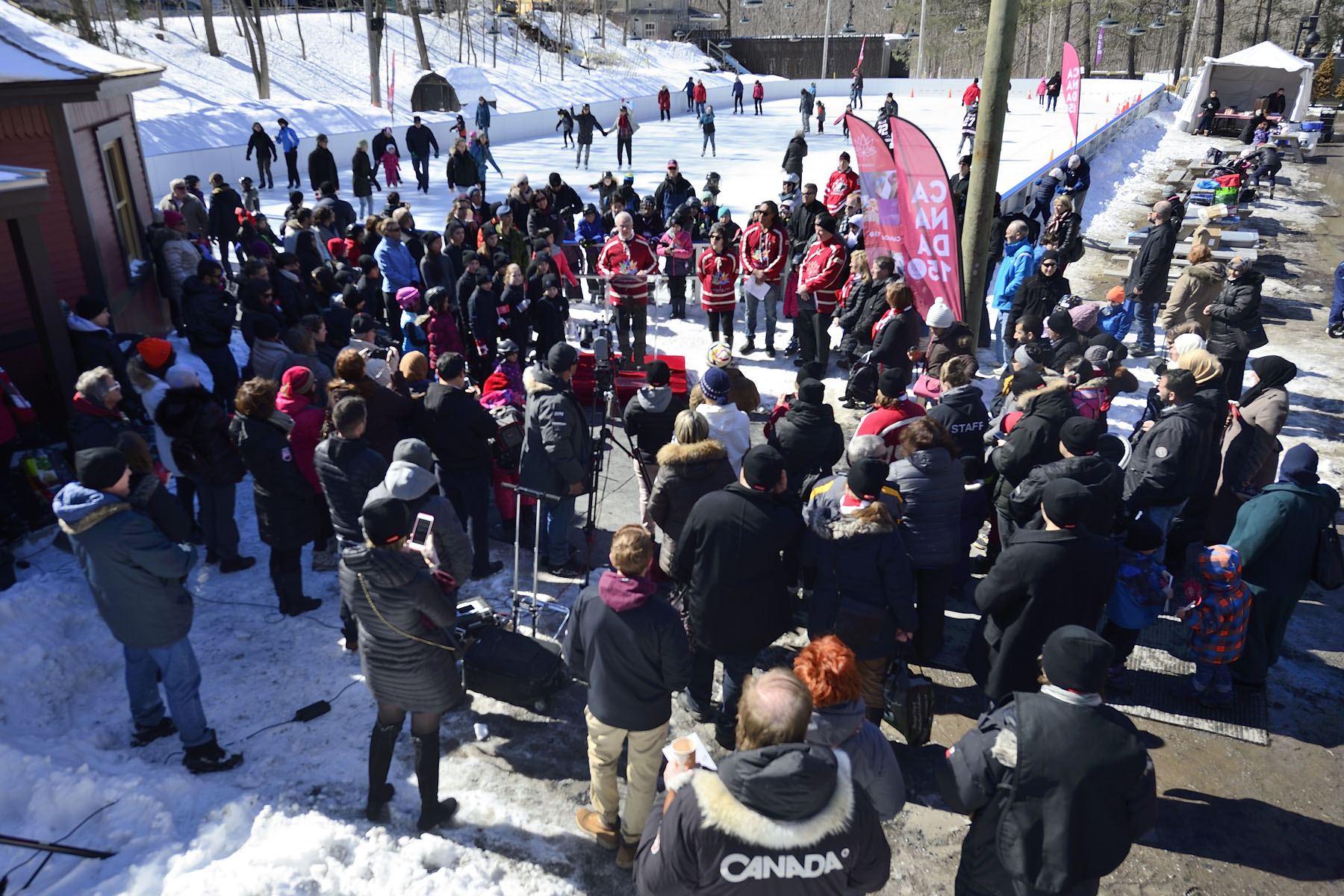 As we are approaching the end of the skating season, His Excellency the Right Honourable David Johnston, Governor General of Canada, hosted a special public event at Rideau Hall's historic skating rink to announce that Canada 150 – Skating Day will take place on December 10, 2017.