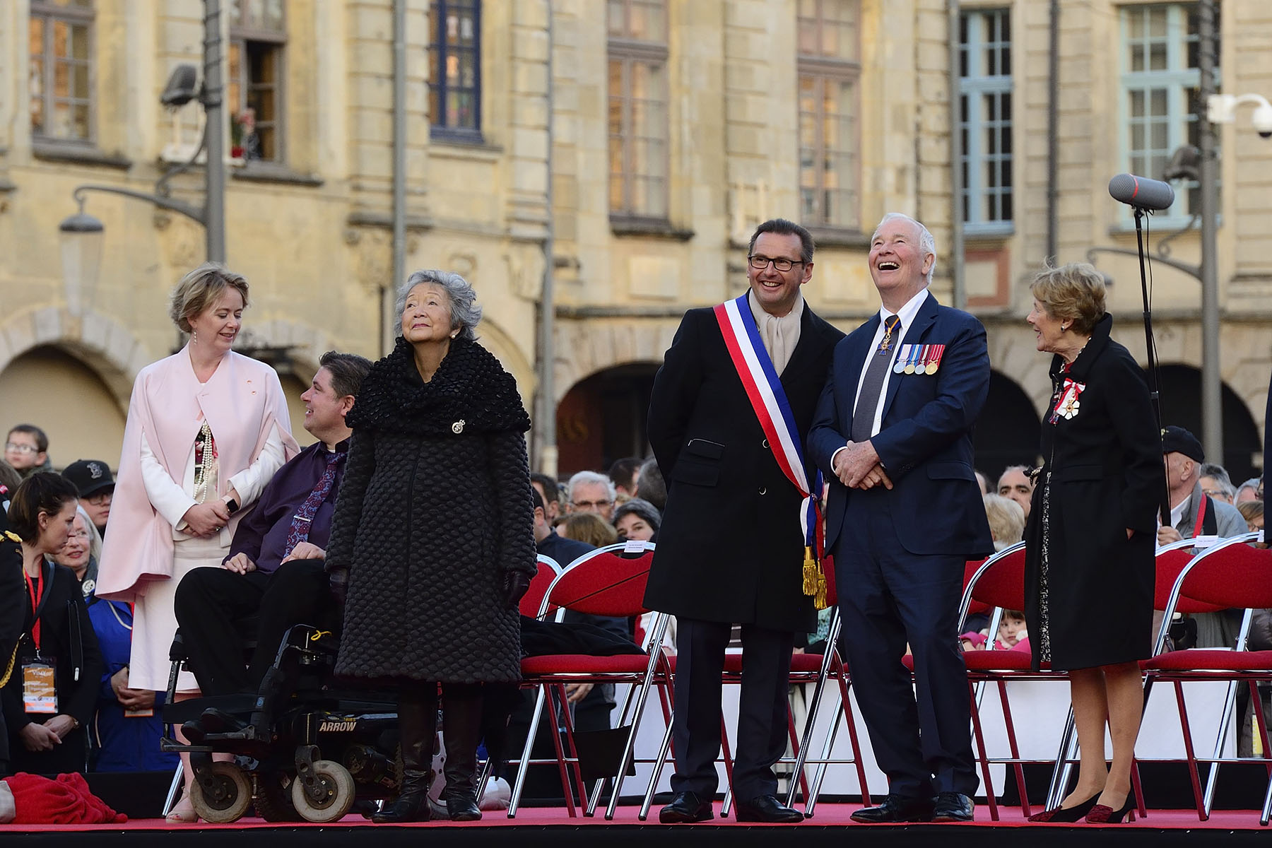 In the evening, Their Excellencies attended a military concert given by Canadian and French Armed Forces, in Arras.