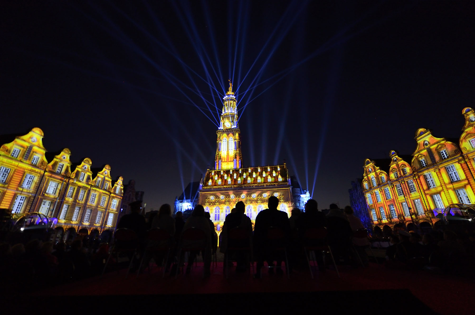 The show, which was projected onto the Town Hall in the Place des Héros, featured key figures, events and achievements in Canadian history.