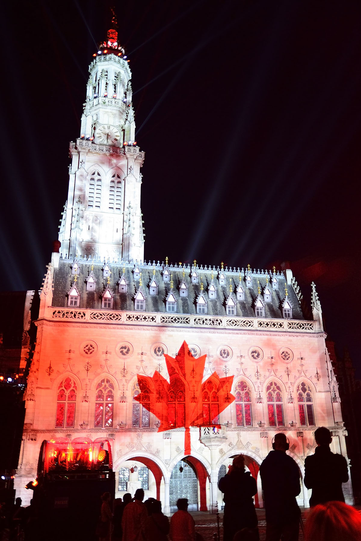Honouring the sacrifices and success of all Canadian men and women who served or are currently serving our country, the show also conveyed the spirit of friendship and shared history between Canada and France, and reflected Canada's cultural diversity.