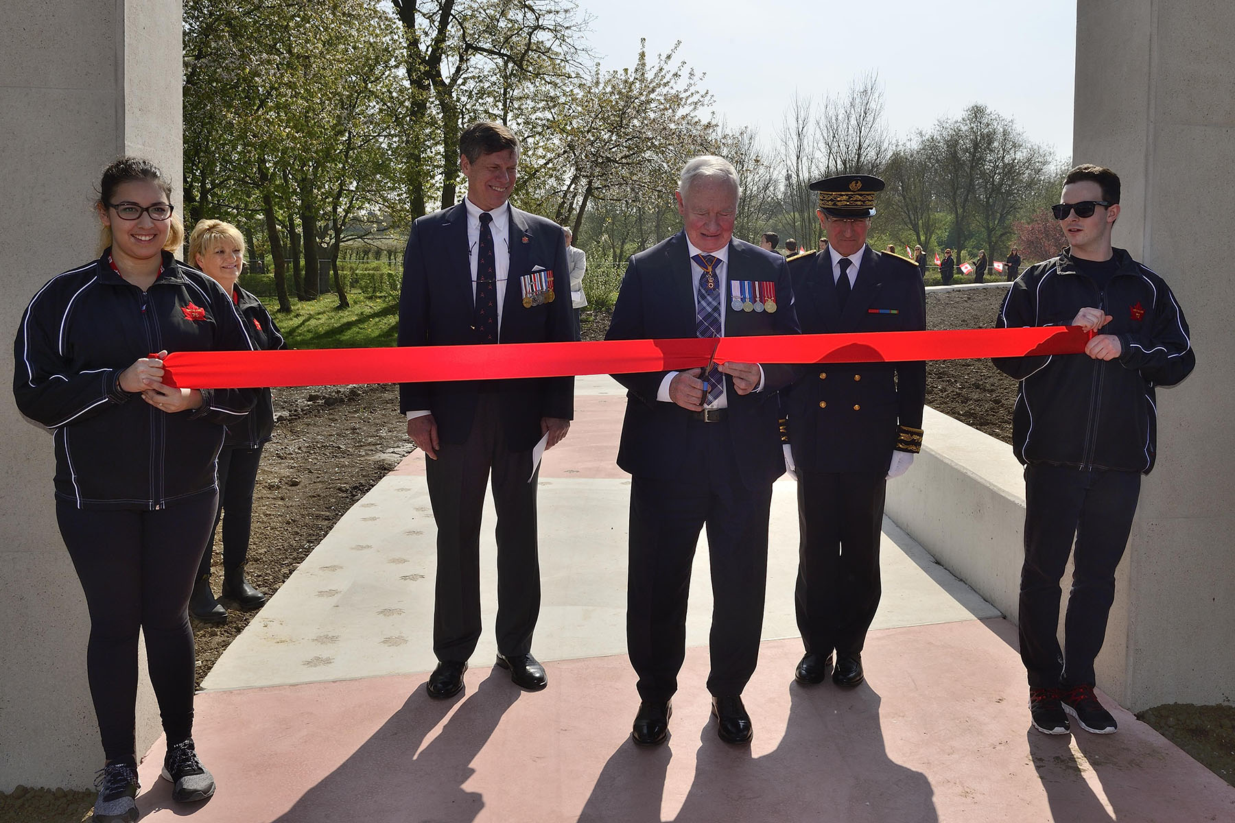 Later in the day, Their Excellencies participated in the Hill 70 Memorial Dedication Ceremony. His Excellency proceeded with the official ribbon-cutting to inaugurate this important monument.