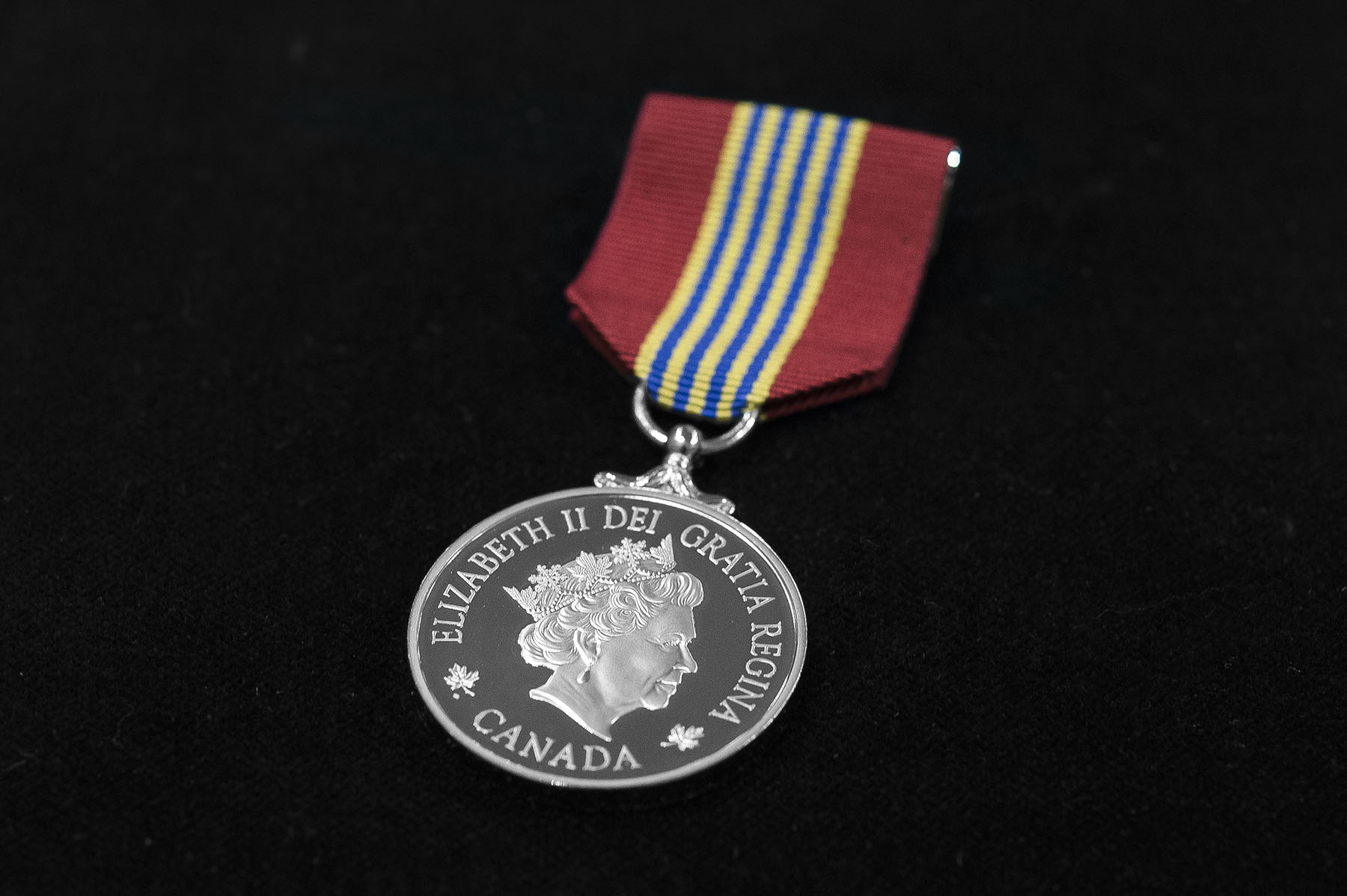 The Medal for Volunteers recognizes the exceptional volunteer achievements of Canadians from across the country in a wide range of fields. As an official Canadian honour, it also pays tribute to the dedication and exemplary commitment of volunteers.