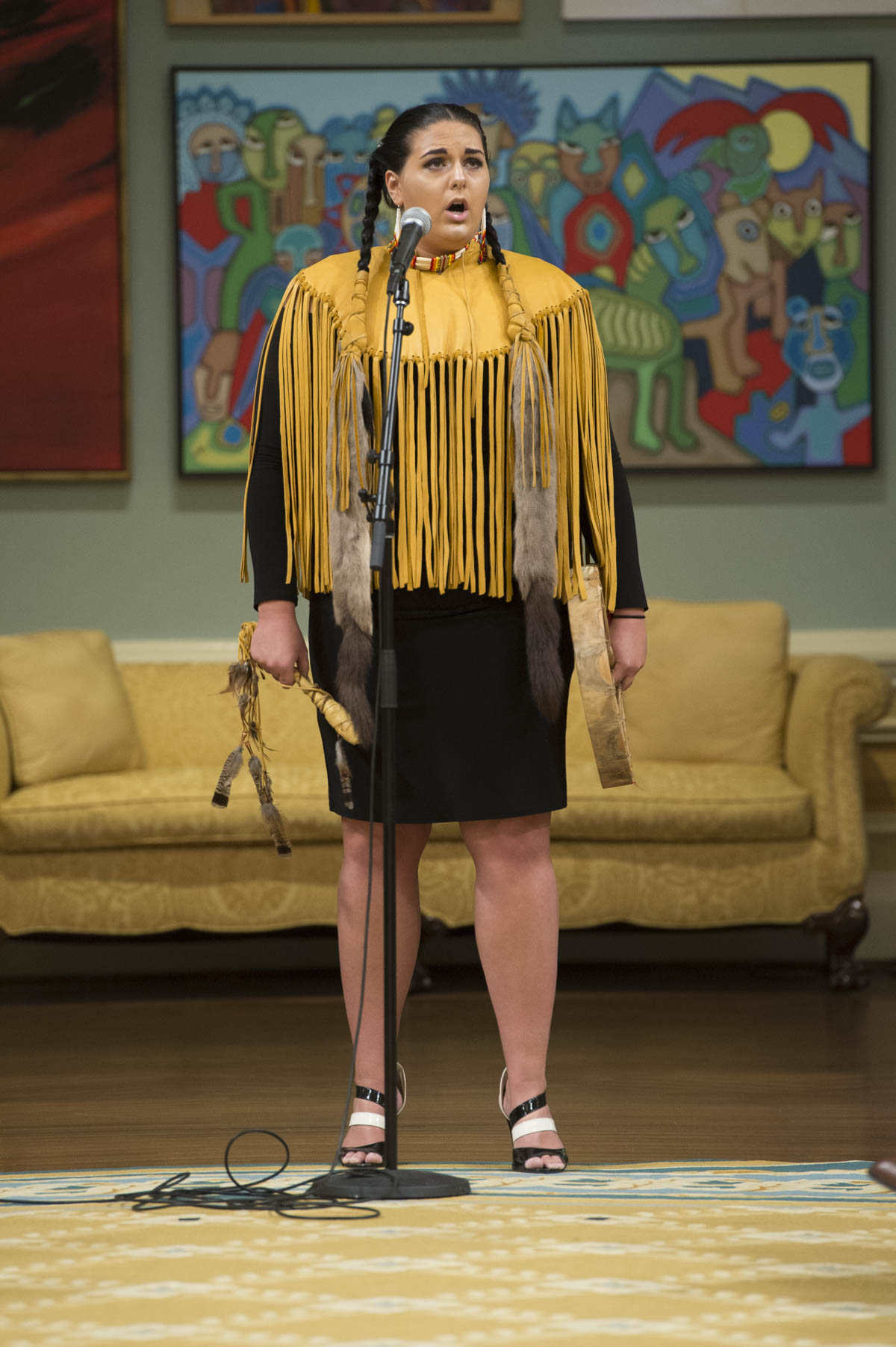 Joanna Diindiiski Kwe, Métis Saugeen Ojibway artist, sans two songs following the Governor General's opening remarks – the first was from the opera Louis Riel, and the second, a traditional indigenous song.