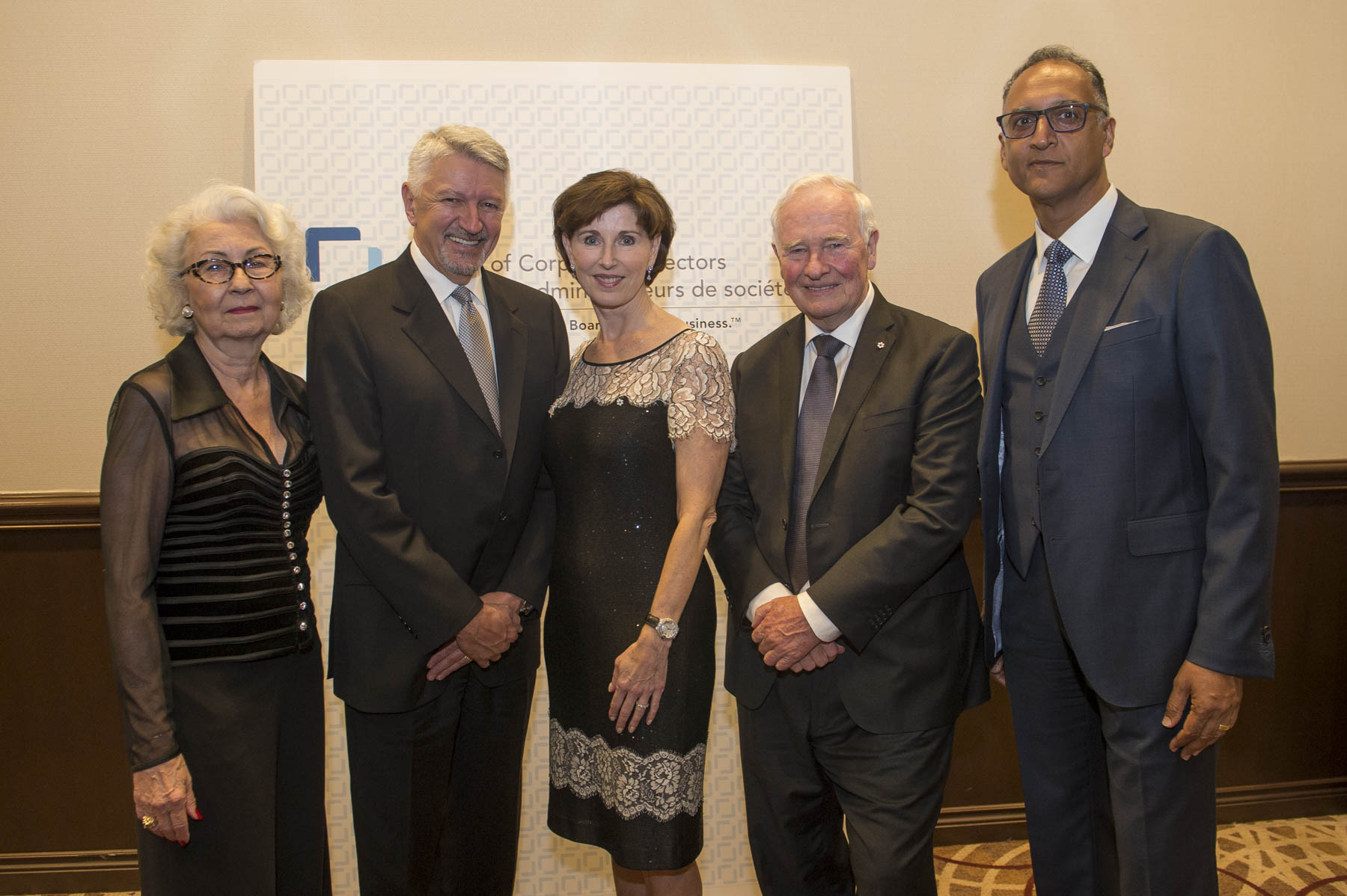 That evening, the Governor General attended the 20th Annual Institute of Corporate Directors (ICD) Fellowship Awards Gala, an event that bring together an esteemed group of directors from across Canada, many of whom sit on the boards of some of the country's biggest corporations. His Excellency is pictured here with the 2017 Fellows (to his right) and Rahul Bhardwaj, President and CEO of ICD (to his left).