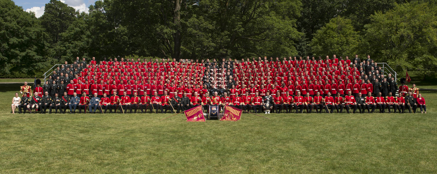 The Governor General took an official photograph with members of the Ceremonial Guard.