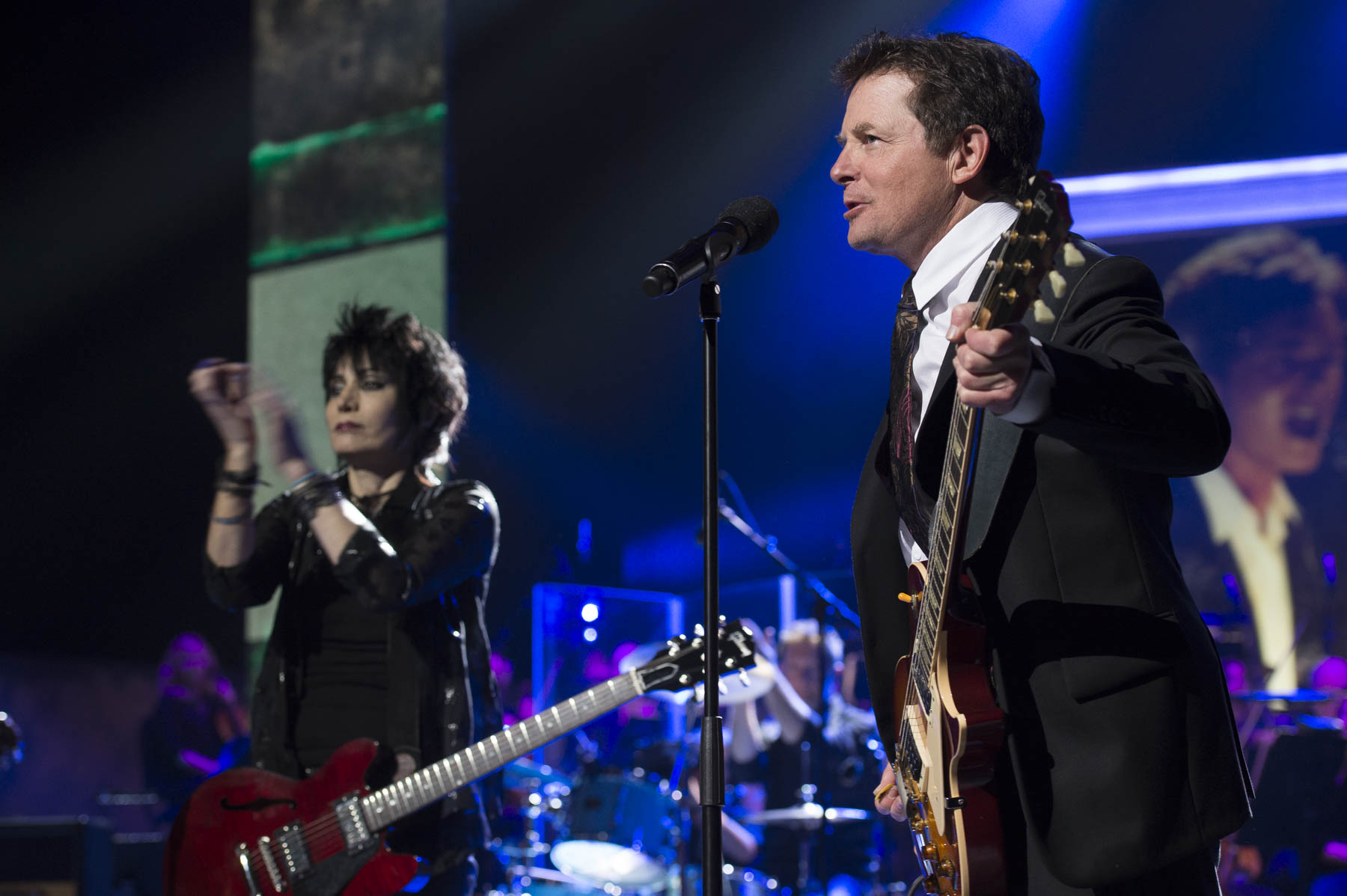 2017 Lifetime Artistic Achievement Award laureate Michael J. Fox stuned everyone by taking the stage by Joan Jett's side.
