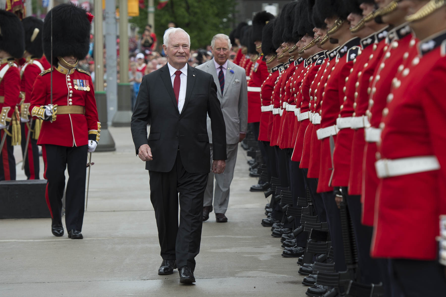 Before making their way to Parliament Hill, Their Excellencies and Their Royal Highnesses visited Reconciliation: The Peacekeeping Monument, where His Excellency and His Royal Highness inspected a guard of honour from the Ceremonial Guard.