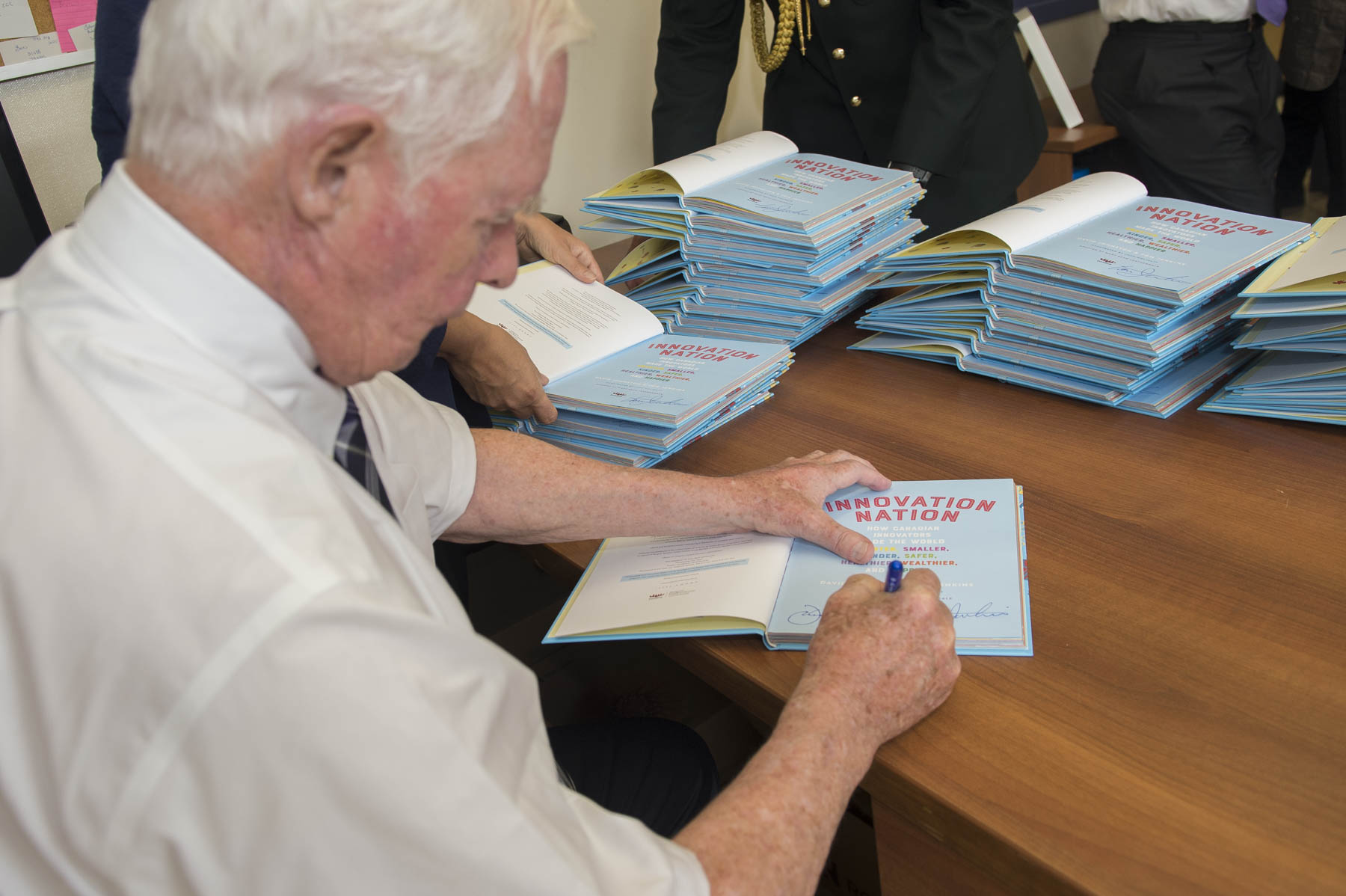 Prior to the event, the Governor General made sure to sign all the copies of Innovation Nation and Ingénieux Junior that were to be given to the students of St. George school taking part in the book launch.