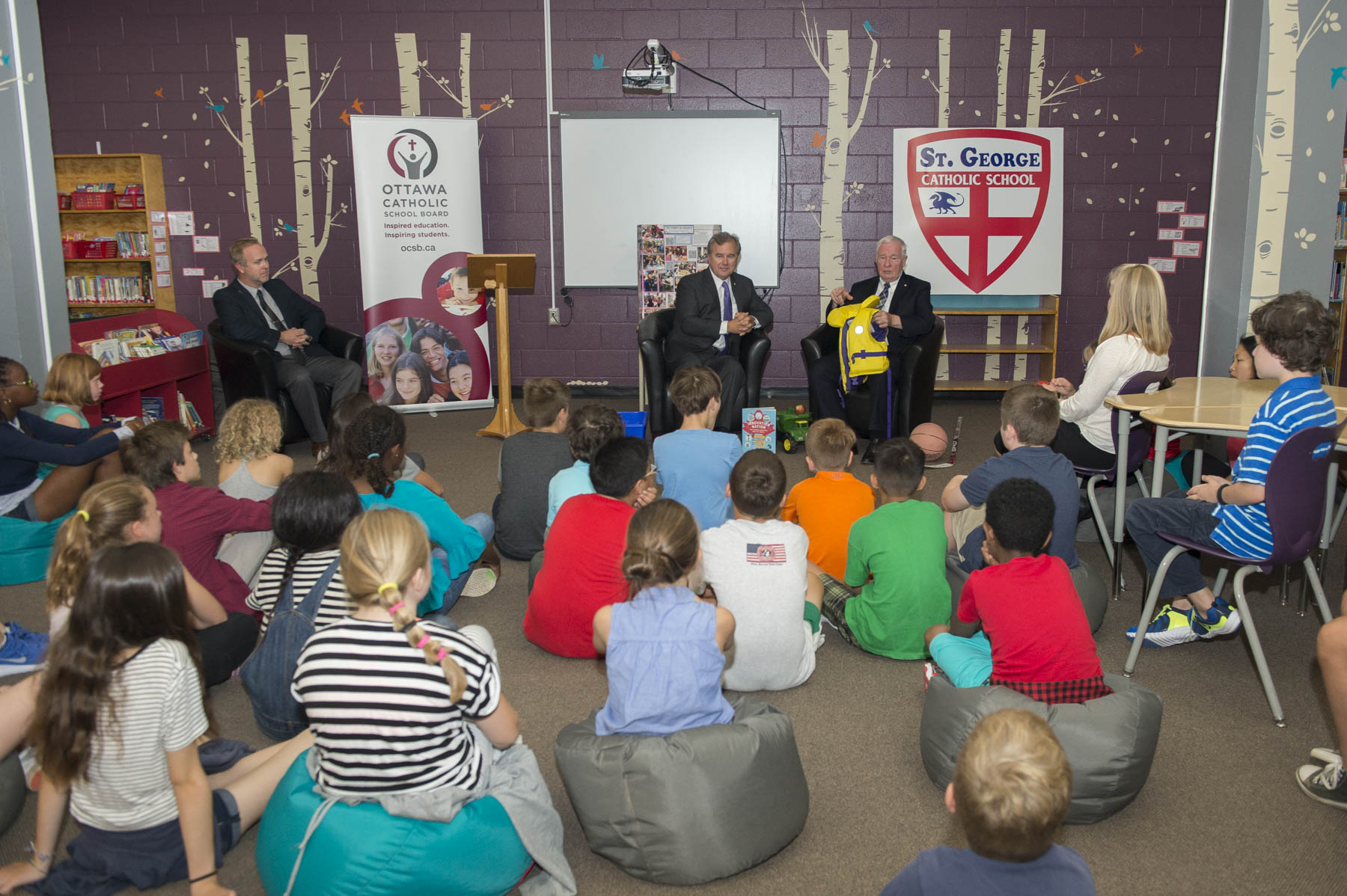 His Excellency the Right Honourable David Johnston, Governor General of Canada, and Mr. Tom Jenkins, Chair and former CEO of OpenText and Chair of the National Research Council, launched Innovation Nation and Ingénieux Junior, the young readers' edition of their popular book Ingenious, at St. George School, in Ottawa, on Monday, September 18, 2017.