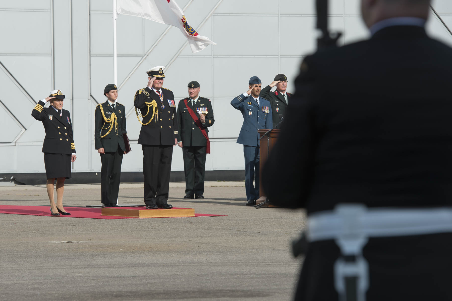 On September 27, 2017, the Canadian Armed Forces community bid farewell to Their Excellencies the Right Honourable David Johnston, Governor General and Commander-in-Chief of Canada, and Mrs. Sharon Johnston, during a ceremony at the Canada Aviation and Space Museum.