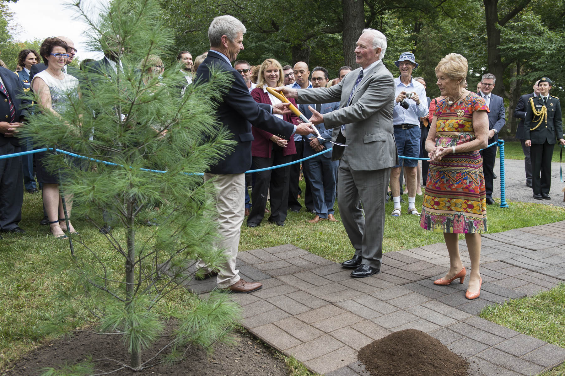 As a final gesture, Their Excellencies planted a white pine (pinus strobus) on the grounds of Rideau Hall to commemorate the end of their mandate.