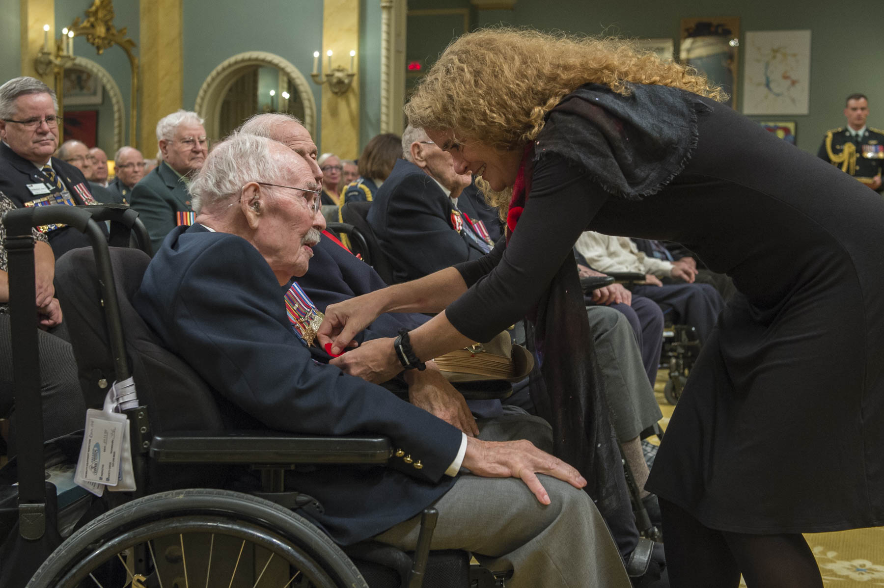 Her Excellency also presented the poppy to Canadian veterans who attended the ceremony.