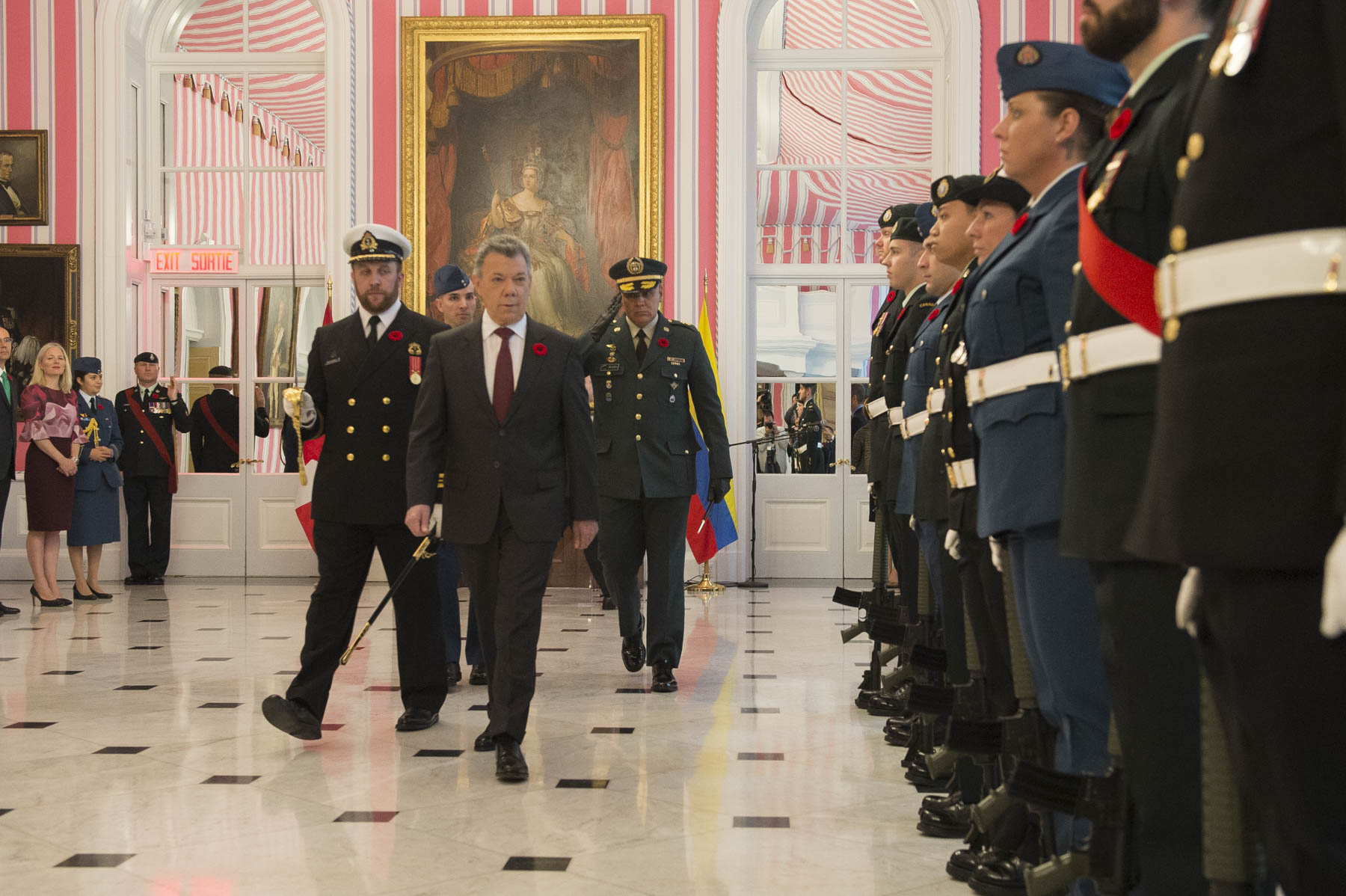 President Santos inspected a guard of honour during the ceremony.