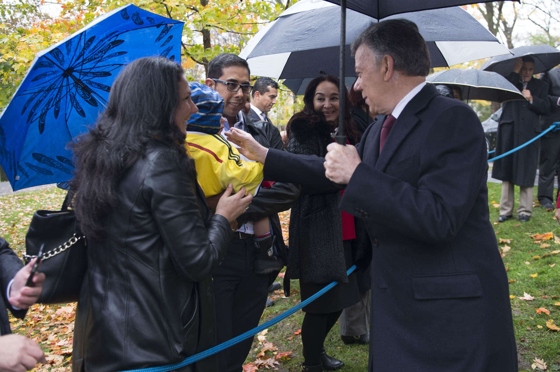 President Santos then met members of the Colombian community who were in attendance.
