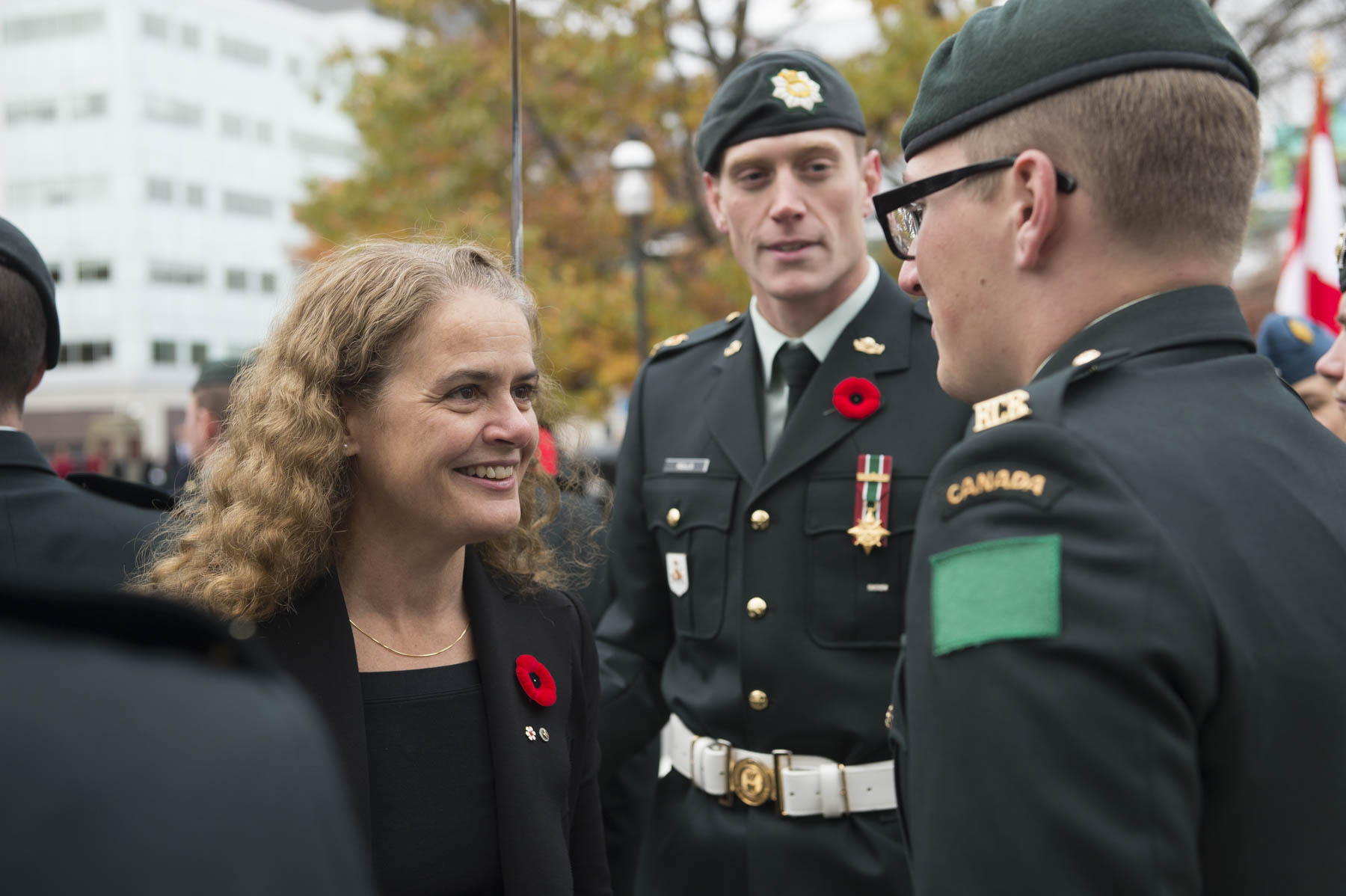While Her Excellency reviewed the guard of honour, she stopped to thank members of the Canadian Armed Forces for their service.
