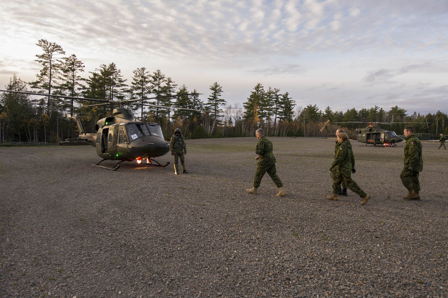 On the base, Her Excellency visited the 403 Helicopter Operational Training Squadron and boarded a helicopter.